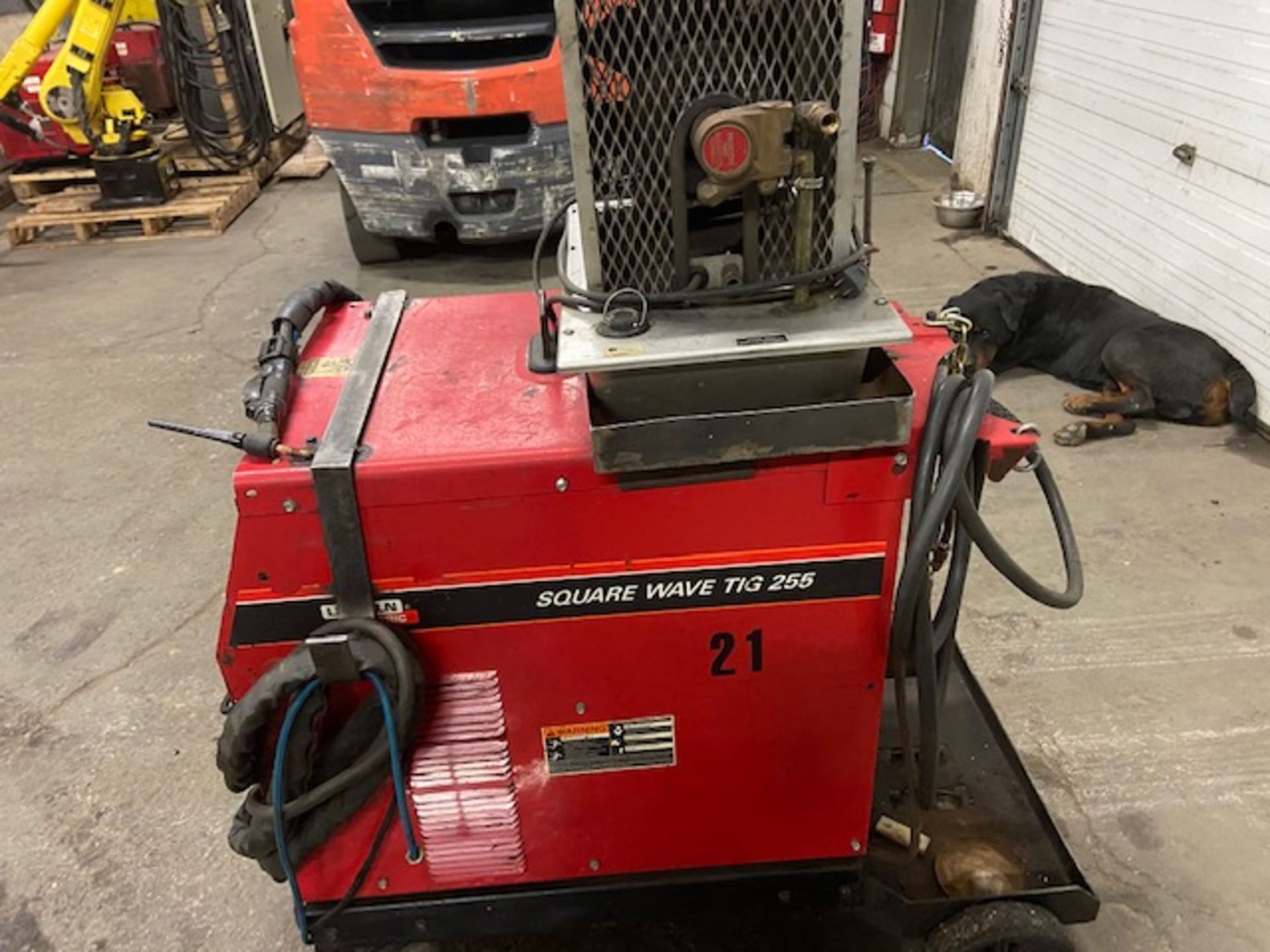 Lincoln Square Wave Tig 255 Welder 255 AMP COMPLETE with Cables and whip & Bernard Cooler unit 230/ - Image 2 of 2