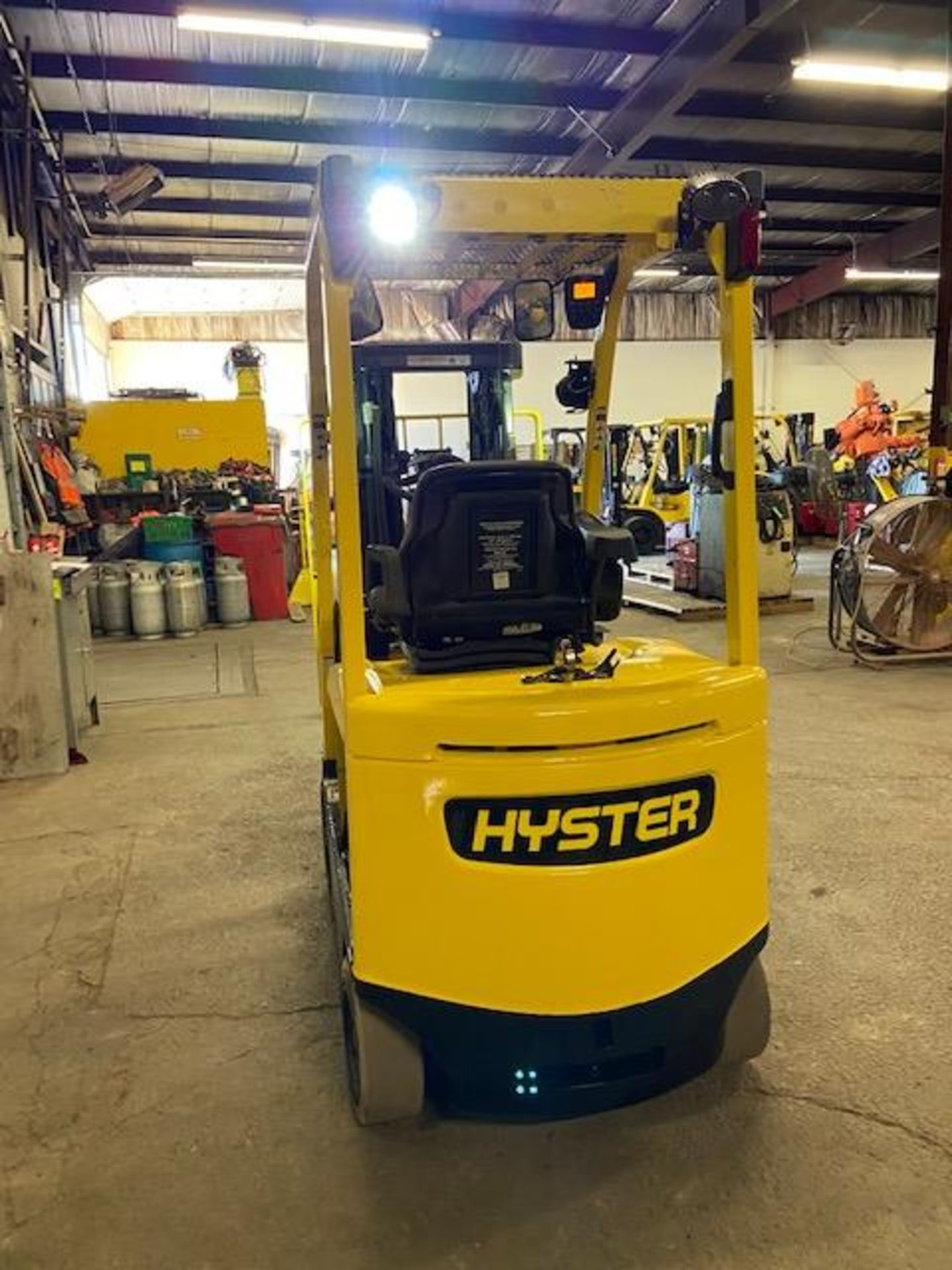 FREE CUSTOMS - 2014 Hyster 5000lbs Capacity Forklift Electric with 3-STAGE MAST with sideshift - Image 3 of 3