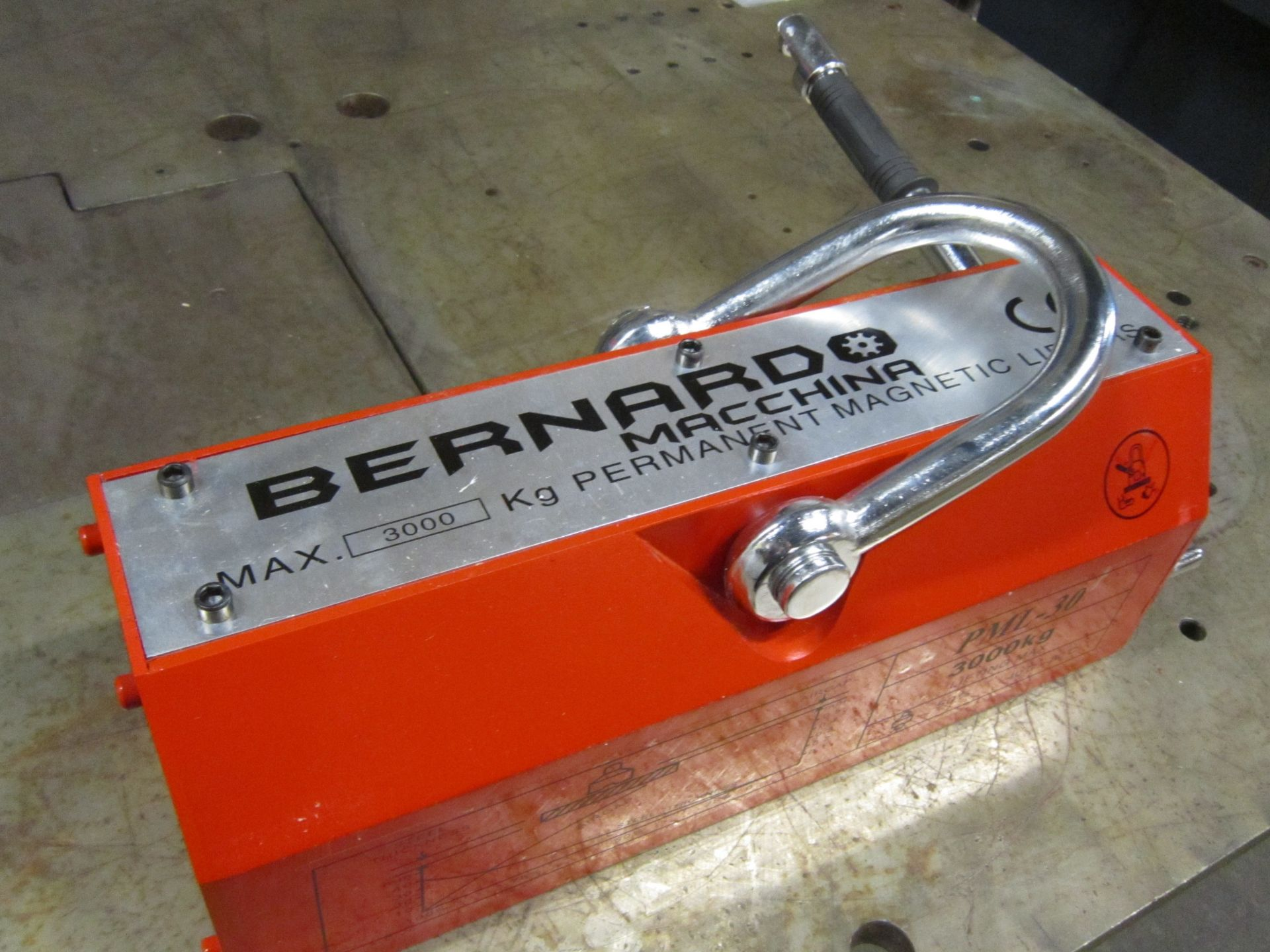 Bernardo 6500lbs / 3 ton Heavy Duty Lifting Magnet - for plate and pipe - MINT UNIT