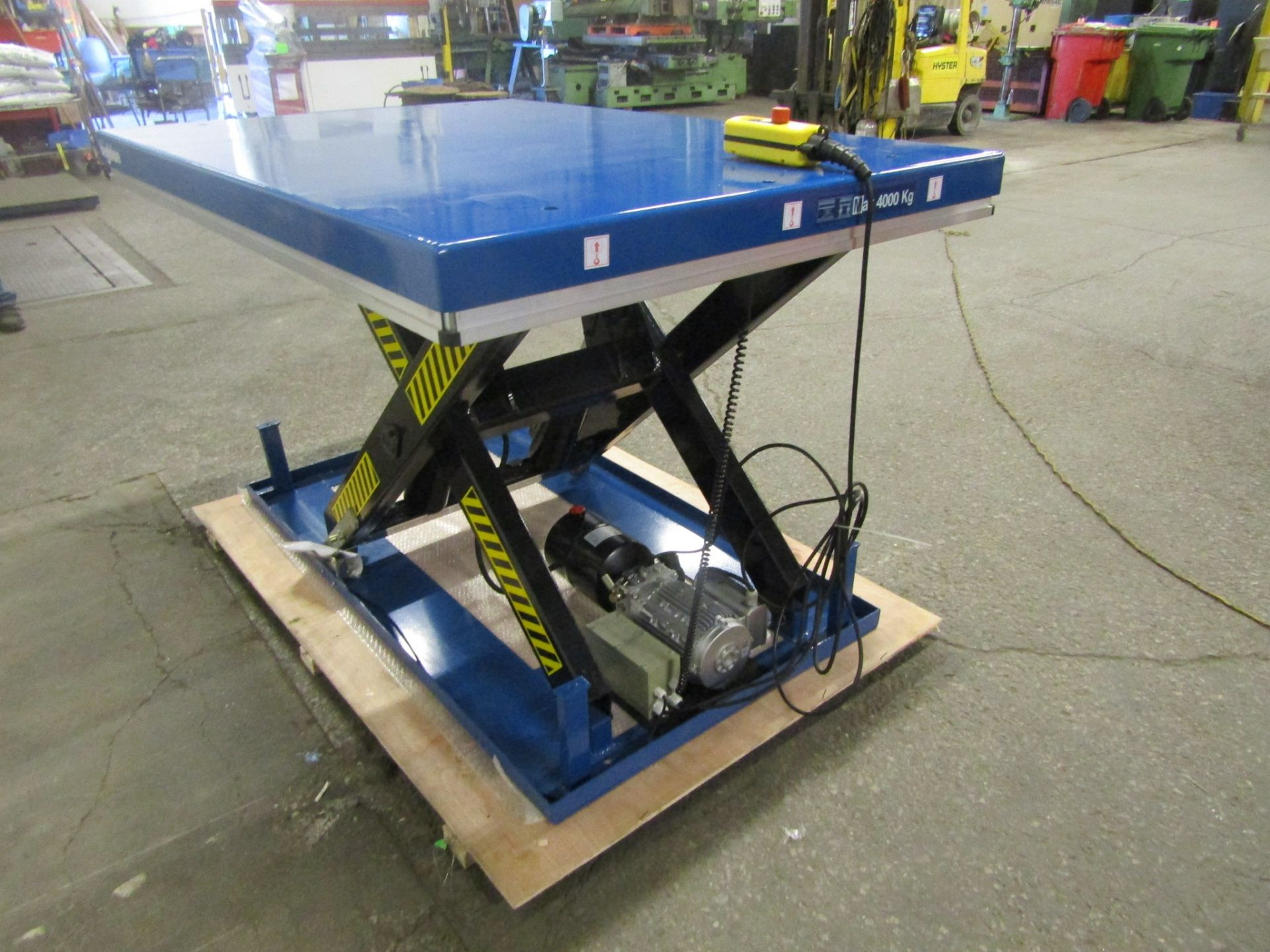 """HW Hydraulic Lift Table 48"""" x 68"""" x 36"""" lift - 8000lbs capacity - UNUSED and MINT - 115V - Image 2 of 2"""