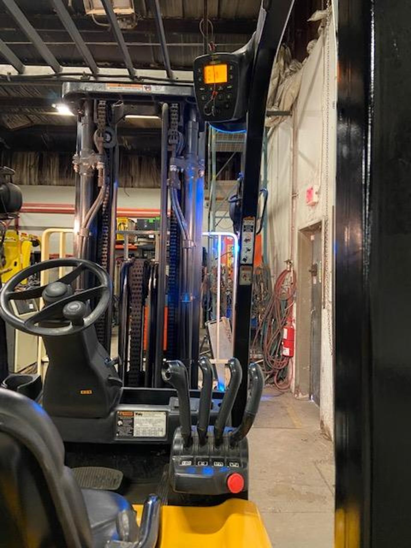 FREE CUSTOMS - 2014 Yale 3500lbs Capacity Forklift Electric with sideshift & fork positioner & 3- - Image 3 of 3