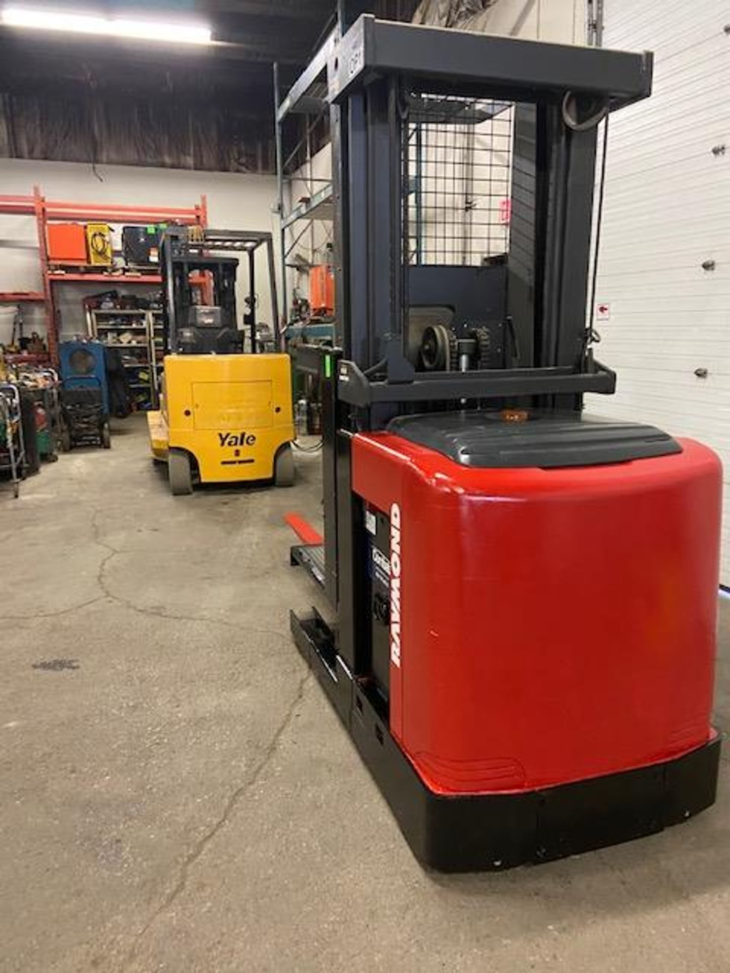 FREE CUSTOMS - 2008 Raymond Order Picker Electric Powered Pallet Cart Lifter with low hours - Image 3 of 3
