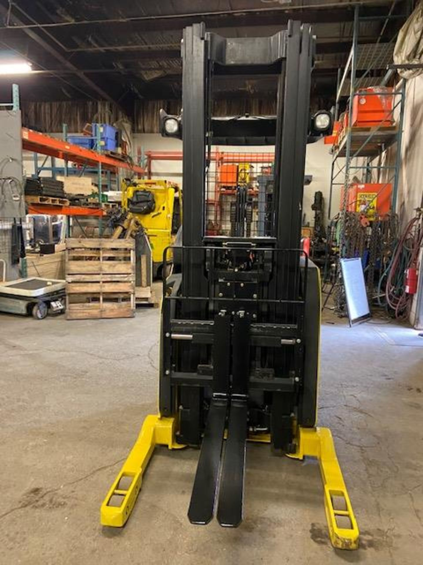 FREE CUSTOMS - Hyster Reach Truck Pallet Lifter REACH TRUCK electric 3500lbs with sideshift 3- - Image 4 of 4