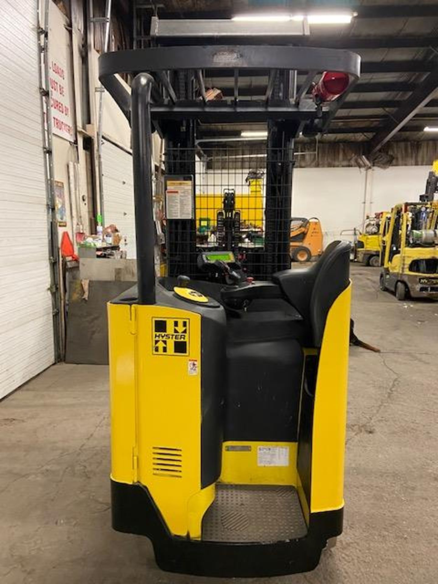 FREE CUSTOMS - Hyster Reach Truck Pallet Lifter REACH TRUCK electric 3500lbs with sideshift 3- - Image 3 of 4