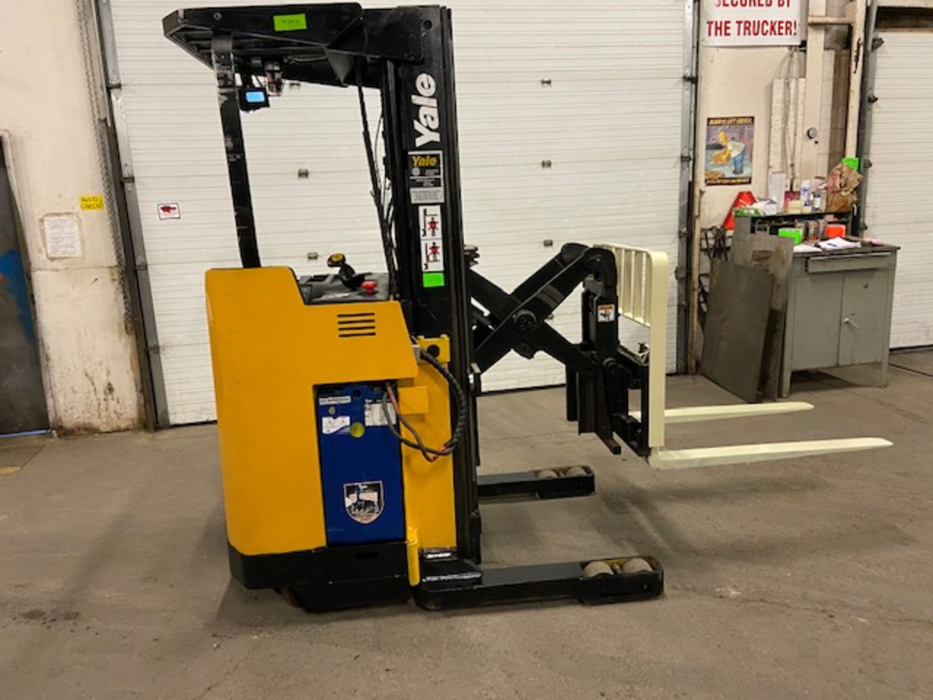FREE CUSTOMS - Yale Reach Truck Pallet Lifter REACH TRUCK electric 4000lbs with sideshift 3-stage