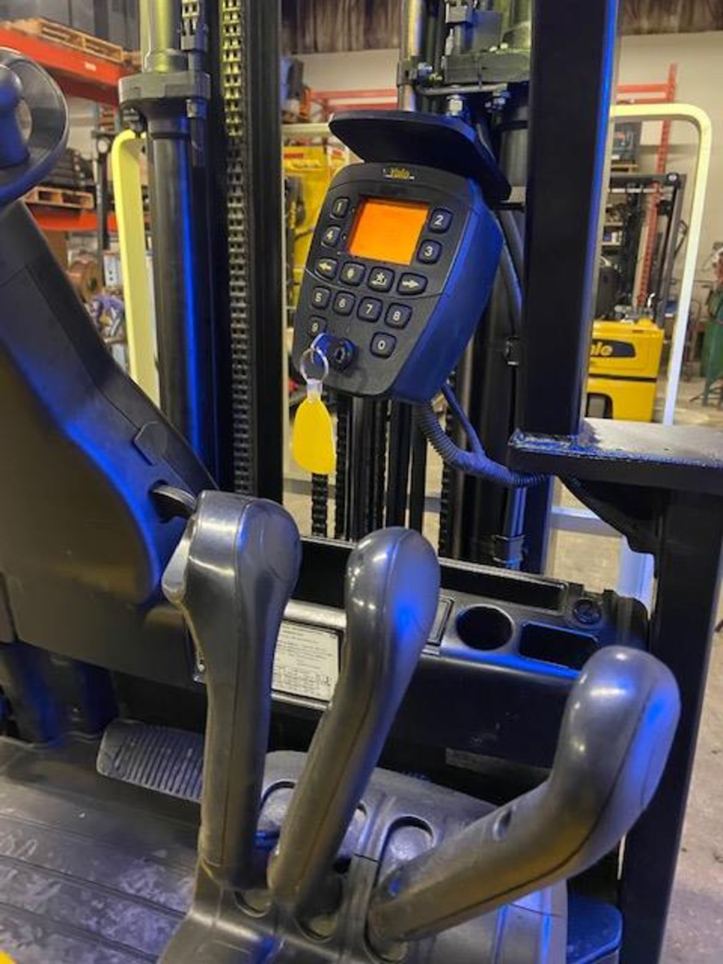 FREE CUSTOMS - 2009 Yale 5000lbs Capacity Forklift Electric with 3-STAGE MAST with sideshift - Image 2 of 3