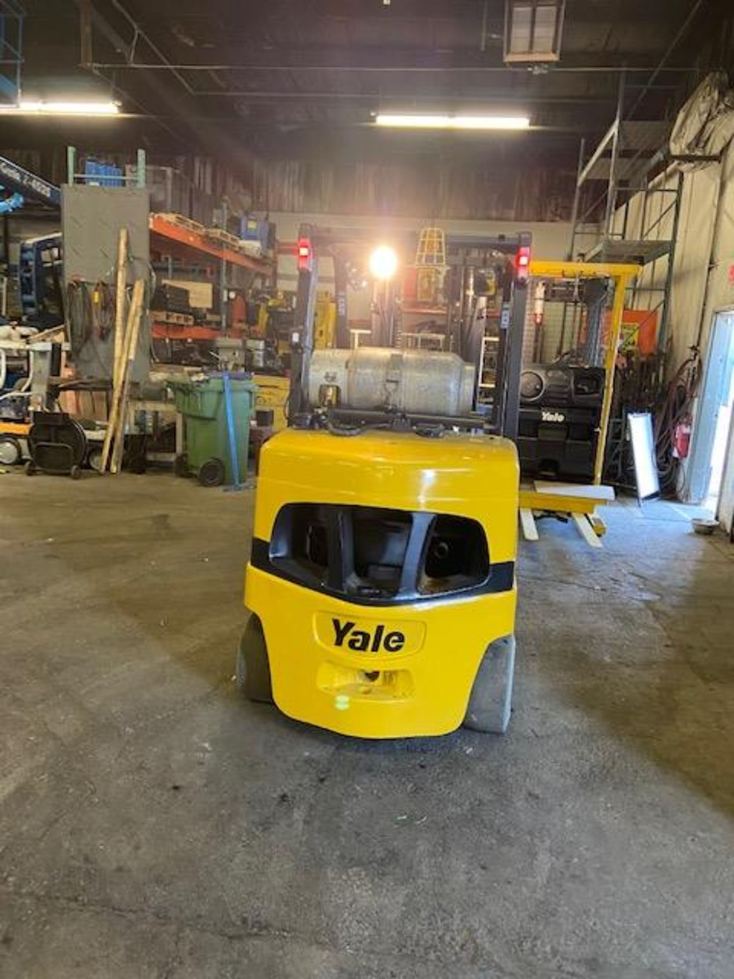 """FREE CUSTOMS - 2009 Yale 10,000lbs Forklift with sideshift 3-stage mast LPG (propane) 54"""" forks - Image 3 of 3"""