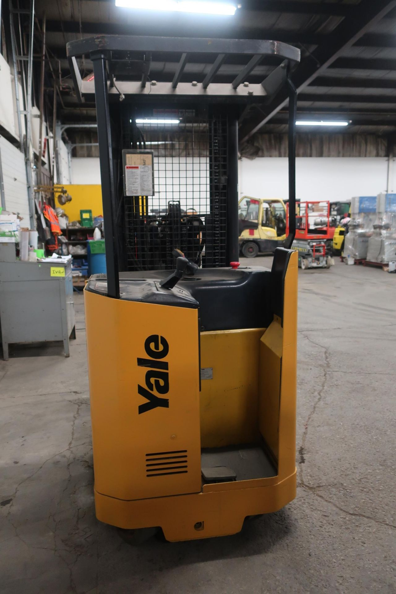 FREE CUSTOMS - 2012 Yale Reach Truck Pallet Lifter REACH TRUCK electric 4000lbswith sideshift 3- - Image 3 of 3