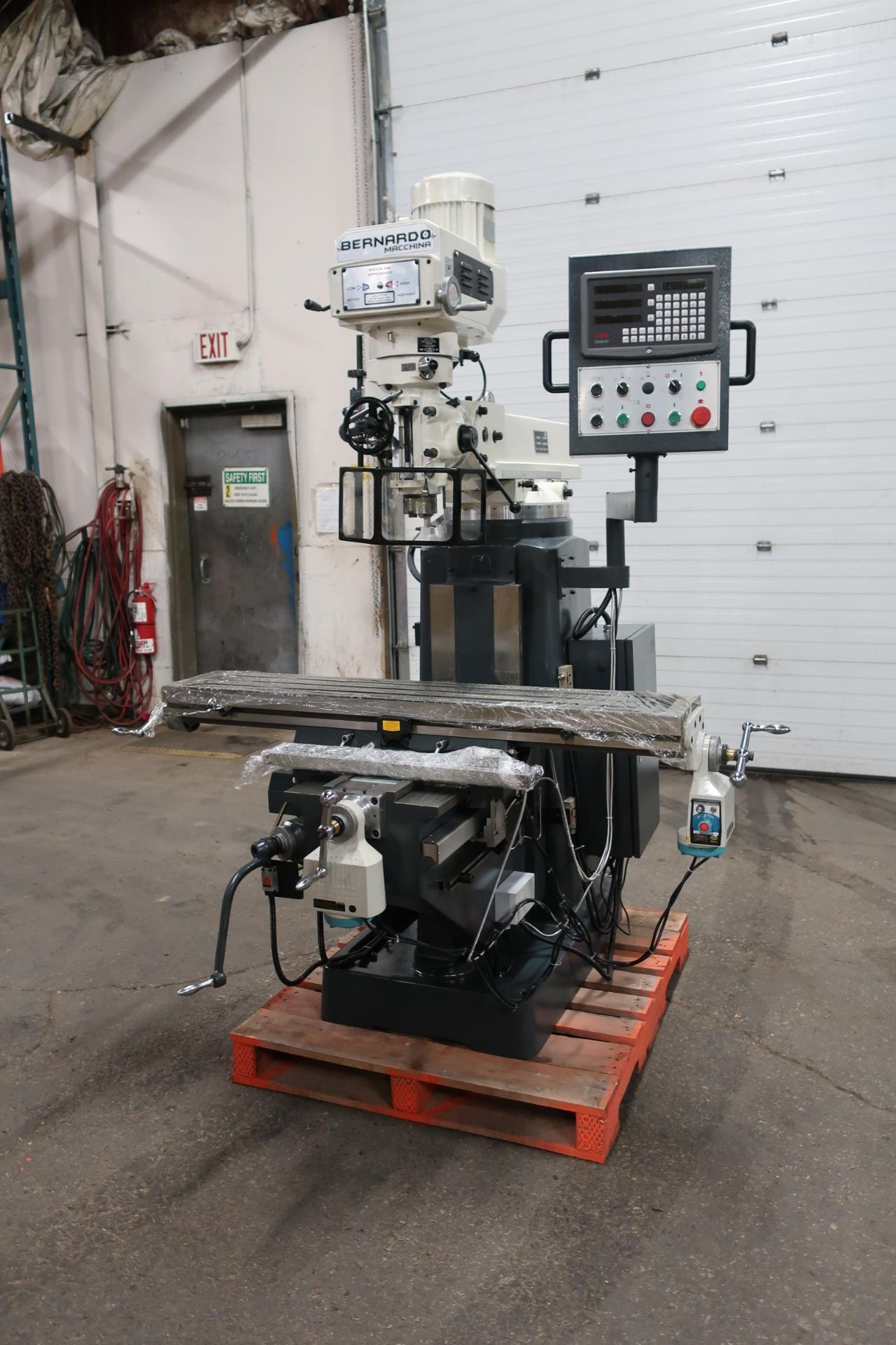 Bernardo MINT / UNUSED Milling Machine with Full Power Feed Table on ALL AXIS (X, Y and Z) with