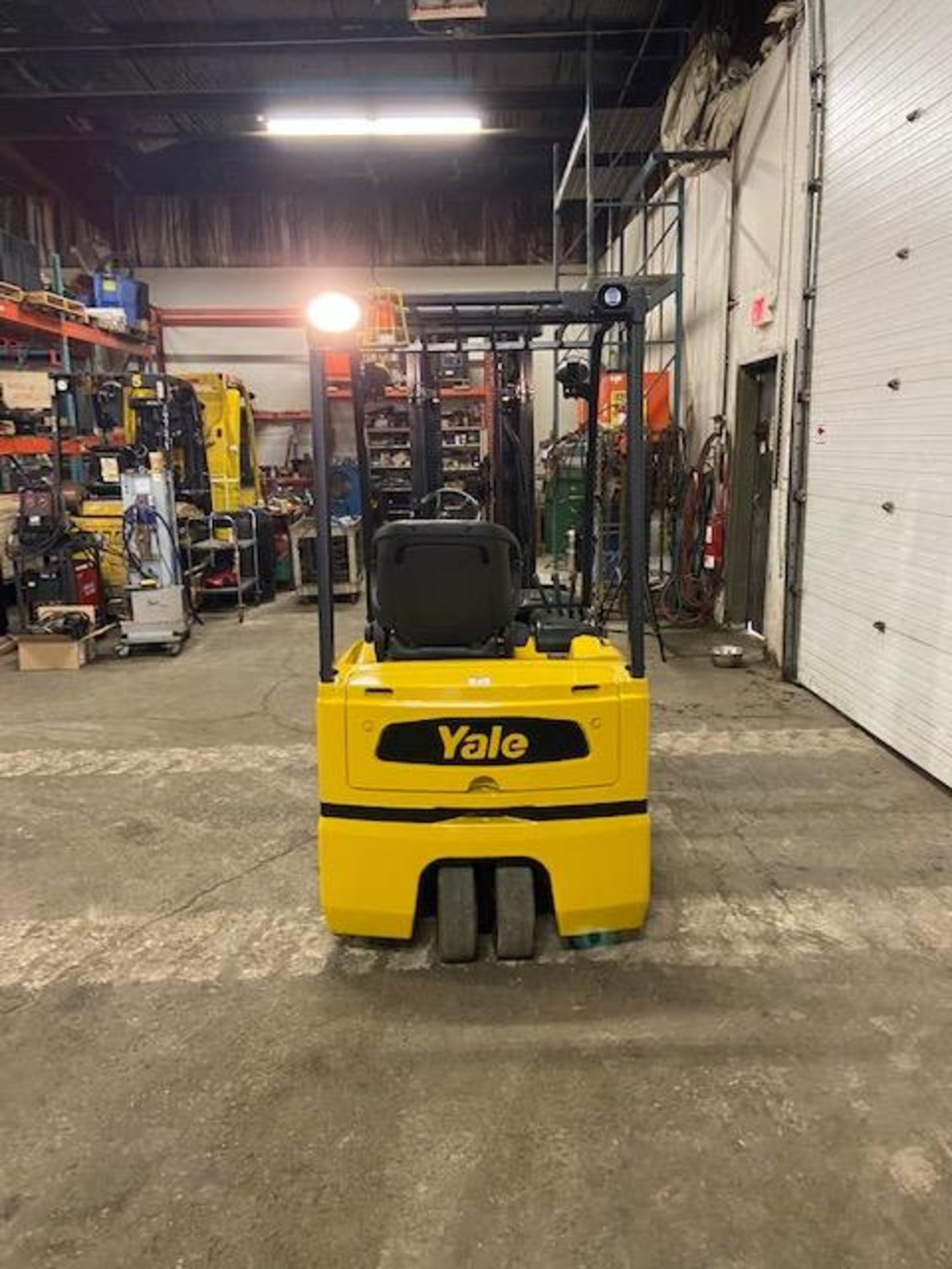 FREE CUSTOMS - Yale 4000lbs Capacity 3-wheel Forklift Electric with 3-stage mast with sideshift with - Image 3 of 3