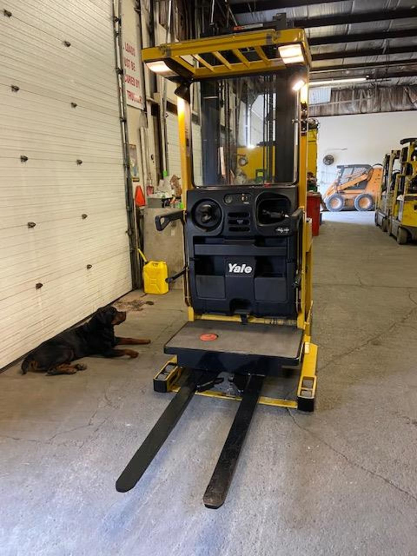 FREE CUSTOMS - Yale Order Picker Electric Powered Pallet Cart Lifter with low hours - Image 2 of 3