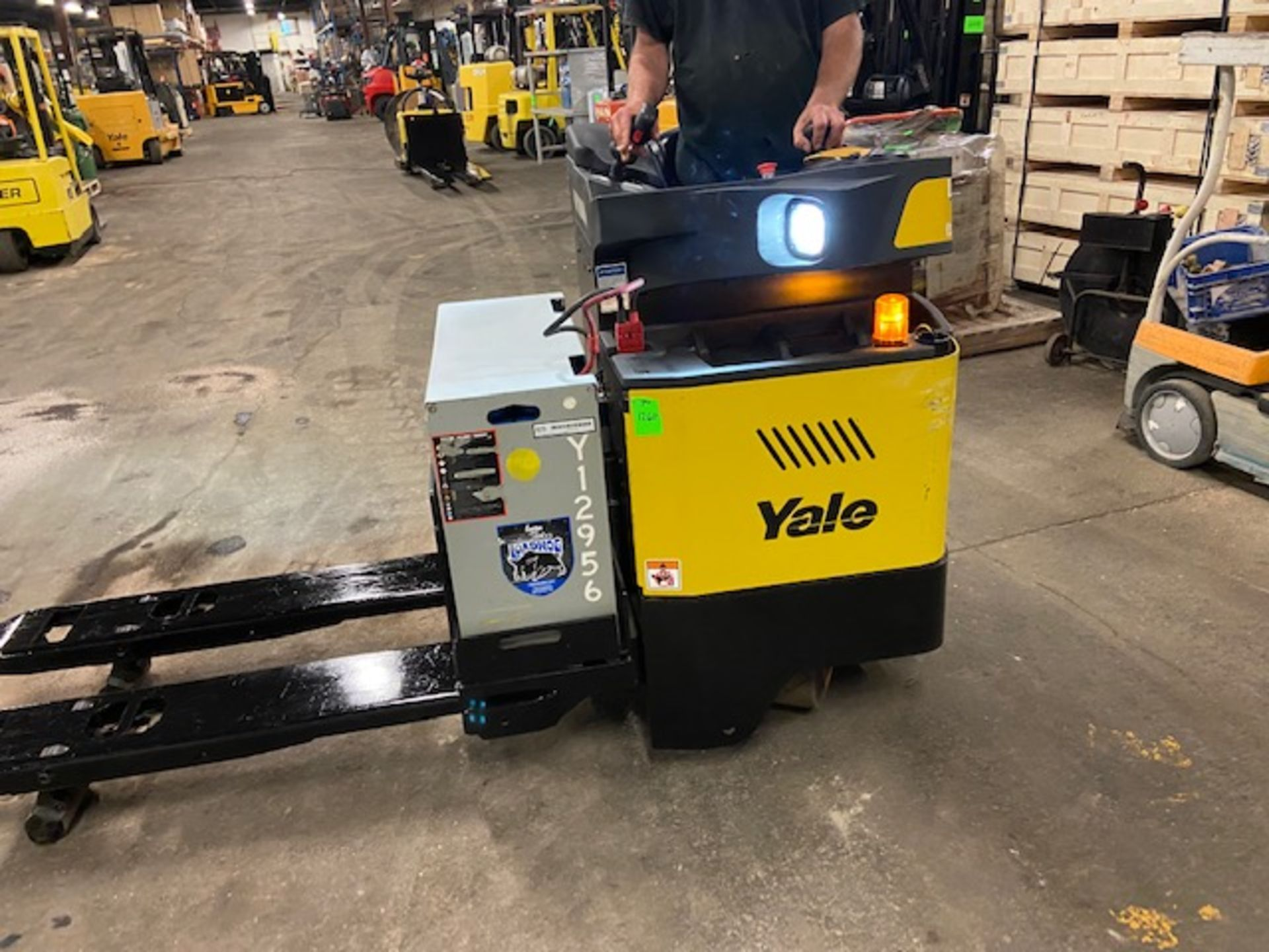 MINT 2018 Yale Electric Ride on Powered Pallet Cart Lift 8000lbs capacity with VERY LOW HOURS - - Image 2 of 4