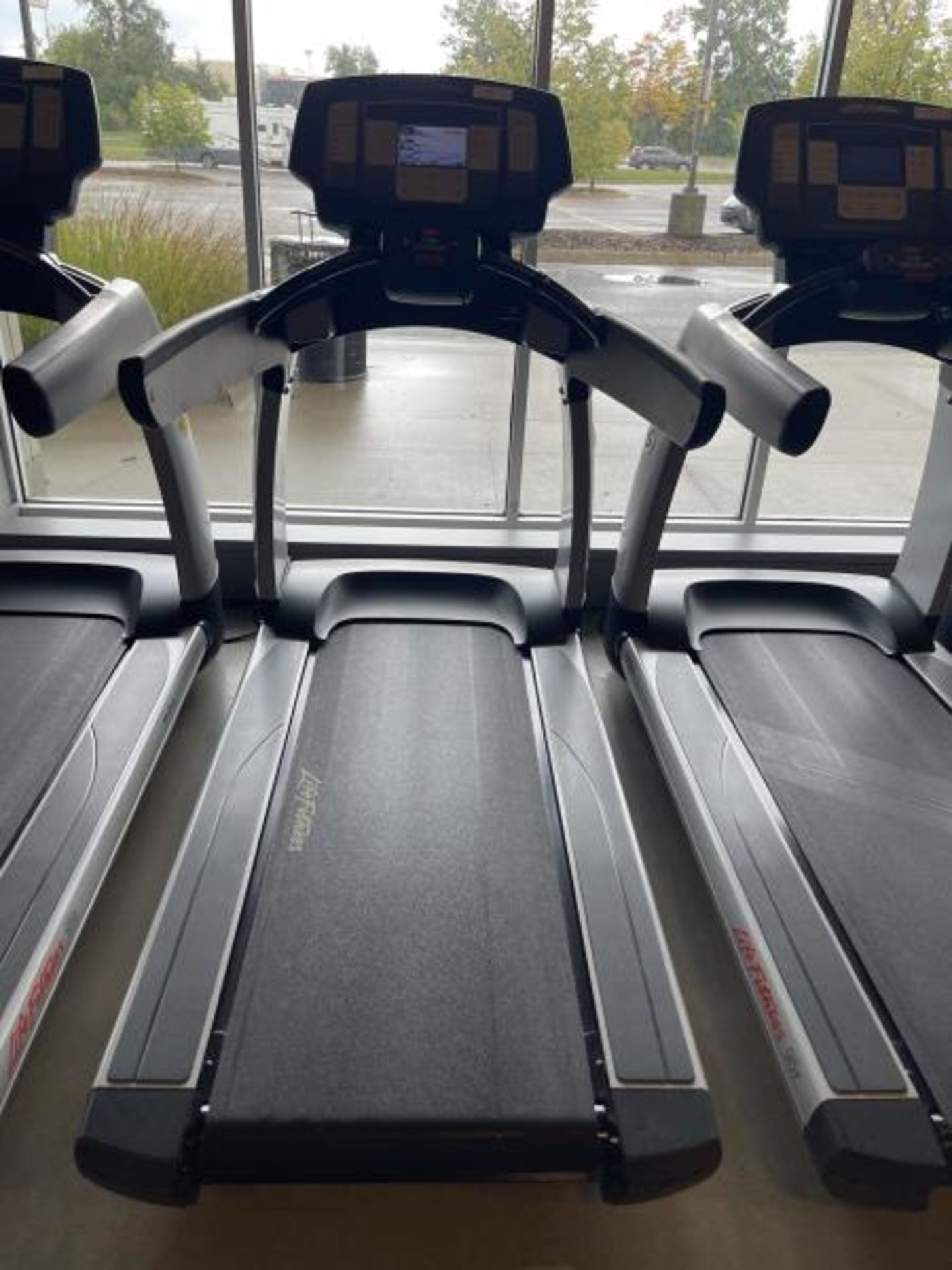 Life Fitness Treadmill M: 95T with Flex Deck, Shock Absorption System SN: TET107109