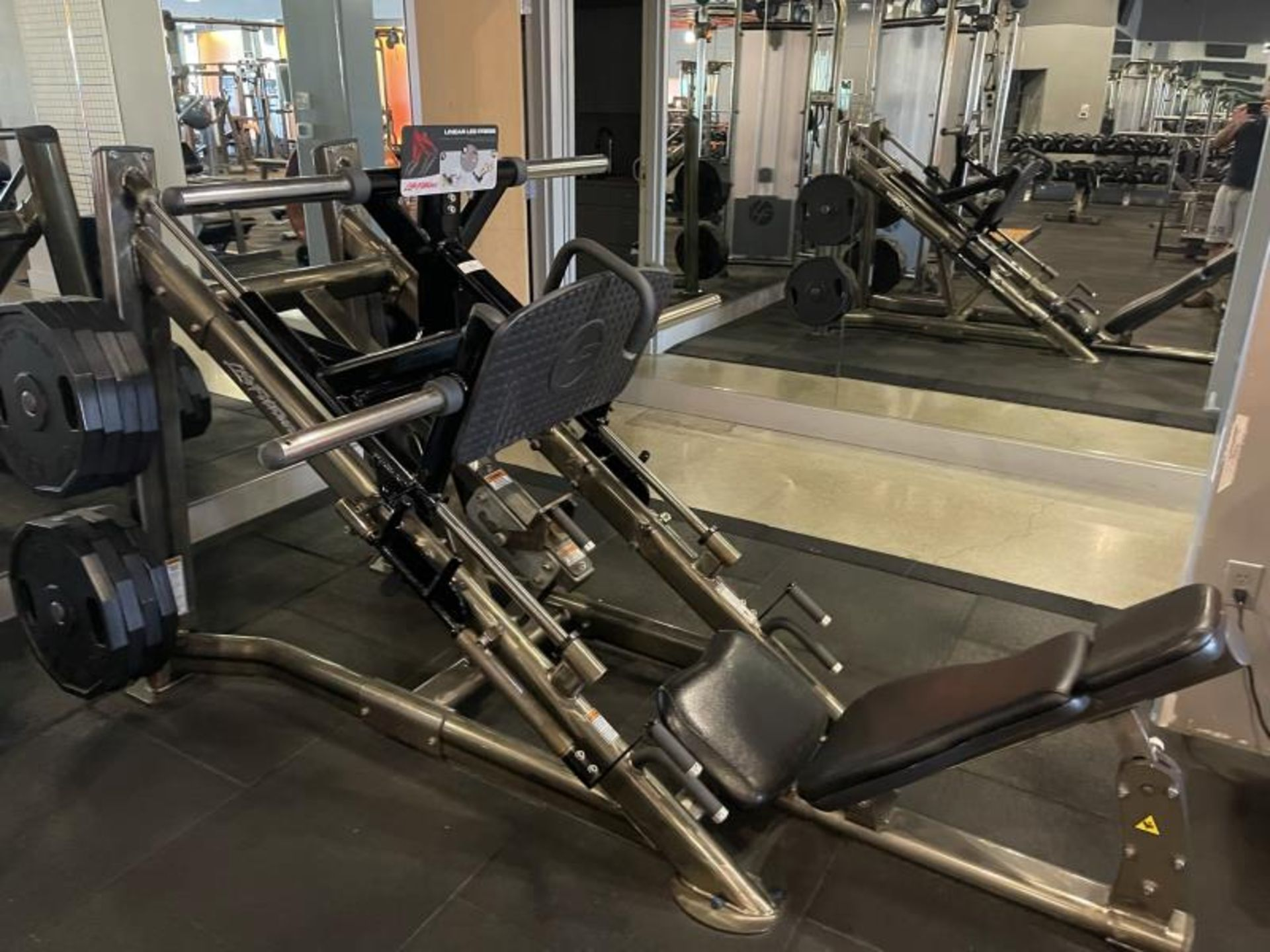 Life Fitness Linear Leg Press with Iron Grip Weighted Plates M: SPLLLP - Image 7 of 9