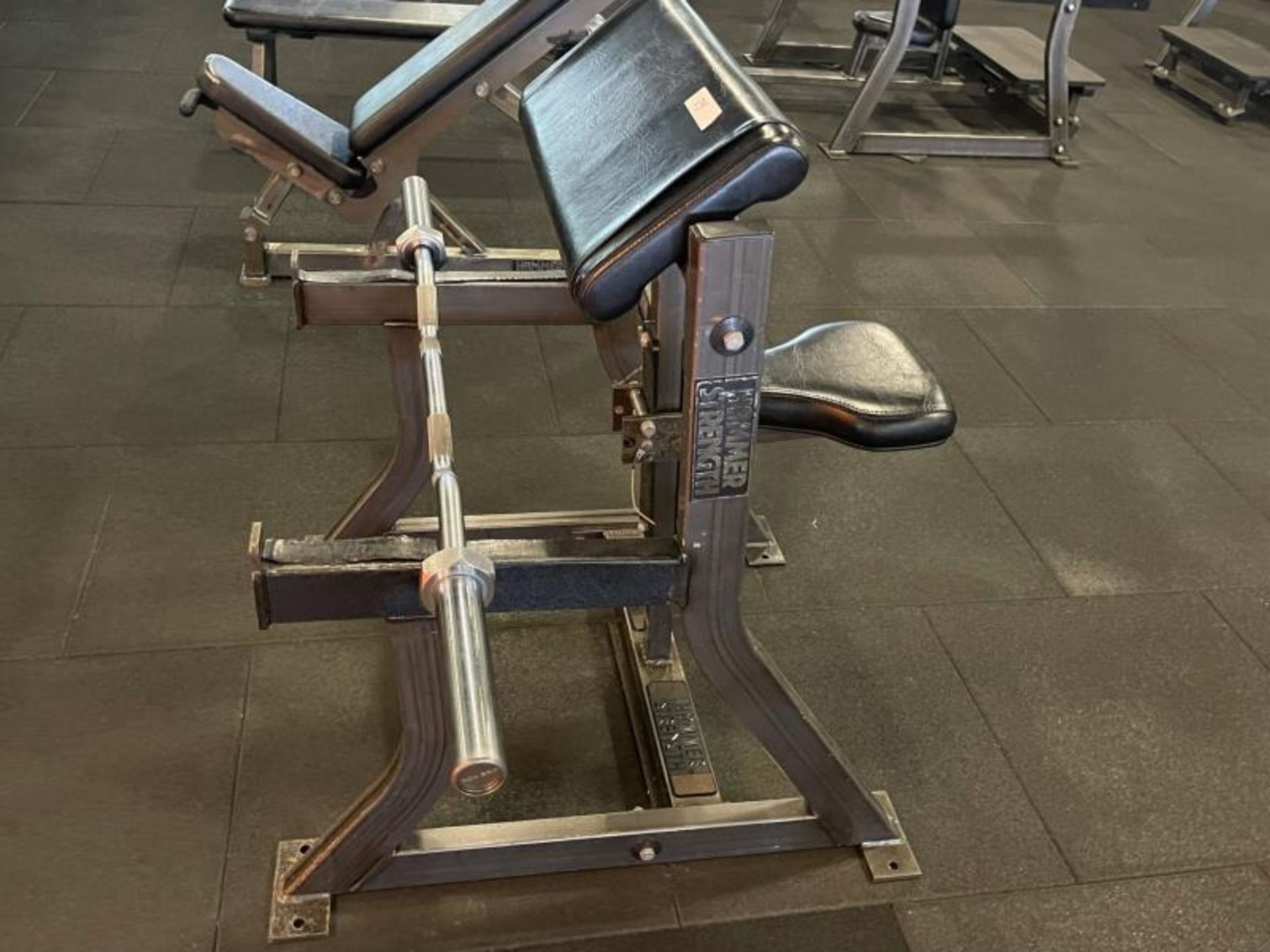 Hammer Strength Bicep/Preacher Curl Bench with Curl Bar M:B01 - Image 2 of 4