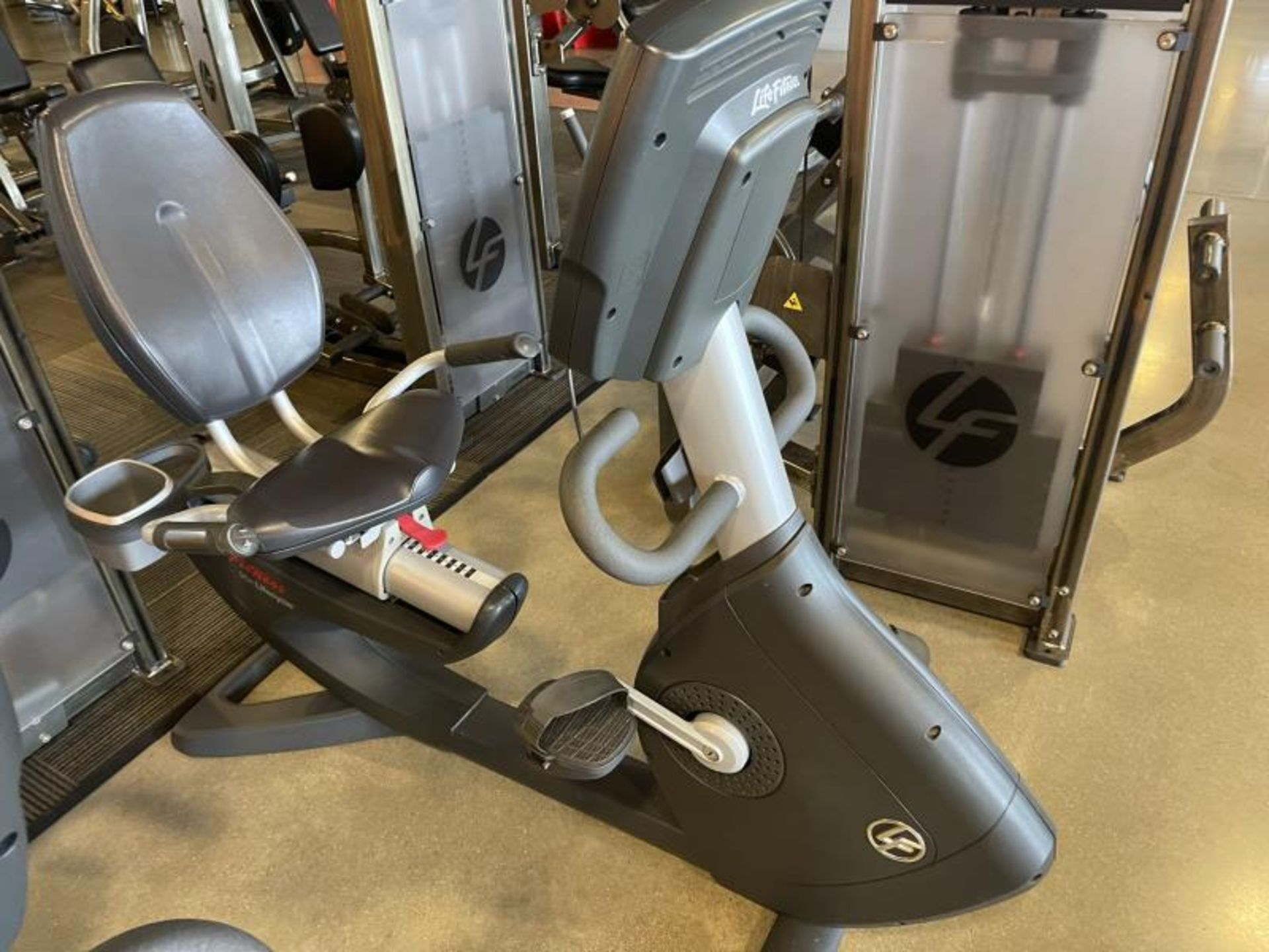Life Fitness Lifecycle Recumbent Bike M: 95R - Image 3 of 5