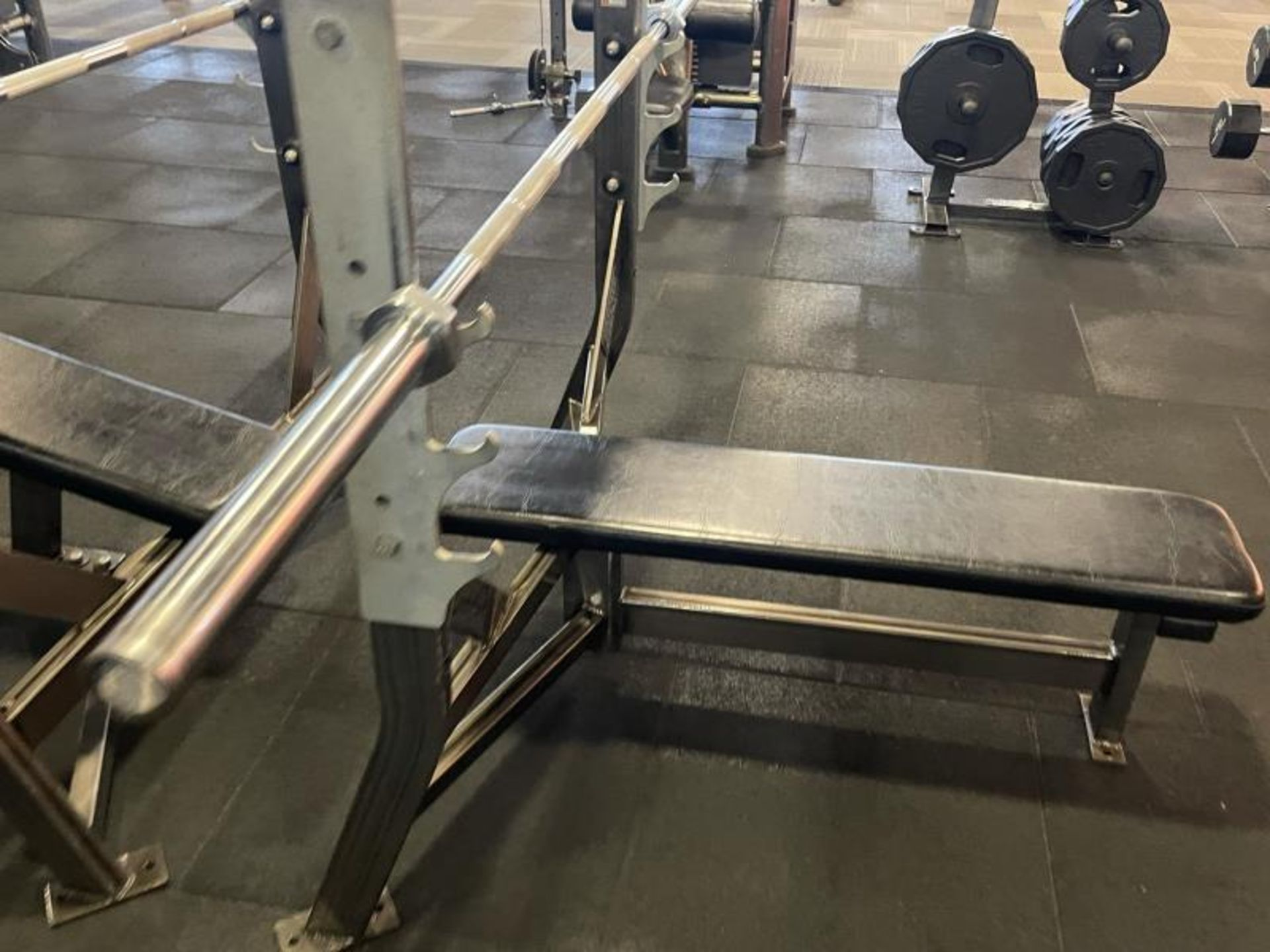 Hammer Strength Bench with Bar - Image 3 of 3