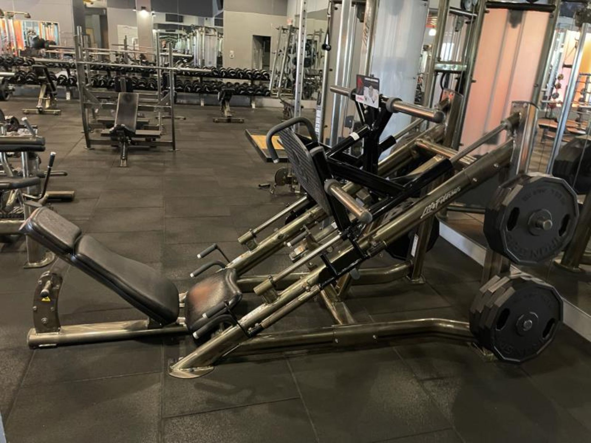 Life Fitness Linear Leg Press with Iron Grip Weighted Plates M: SPLLLP
