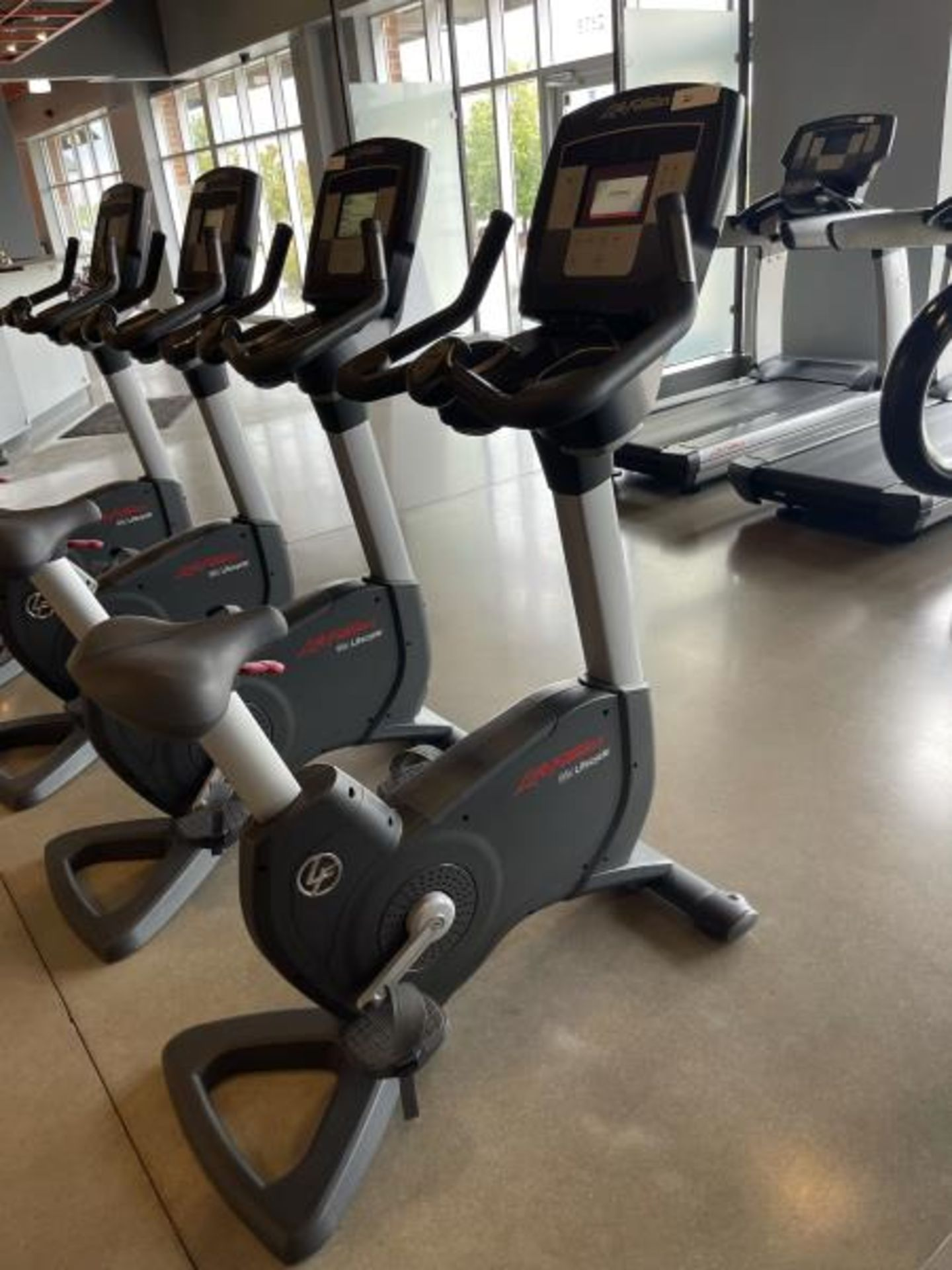 Life Fitness Exercise Bike M: 95CLifecycle, SN: CLV102815 - Image 2 of 5