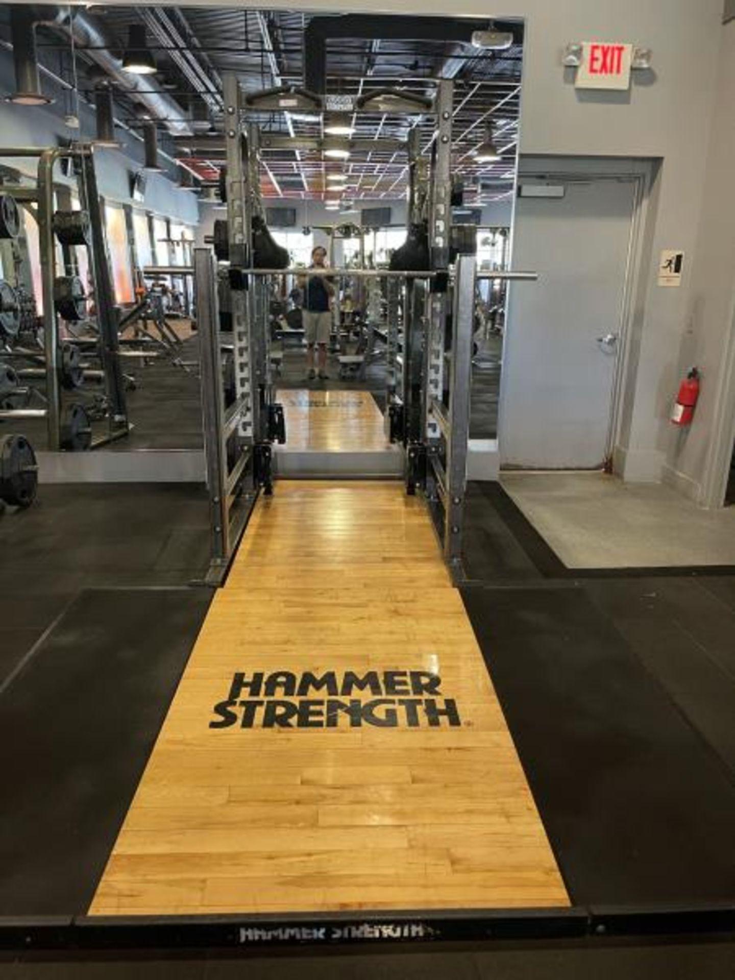 Hammer Strength with Wood Floor, Rack, Iron Grip Weight Plates M: HDMR8/B01