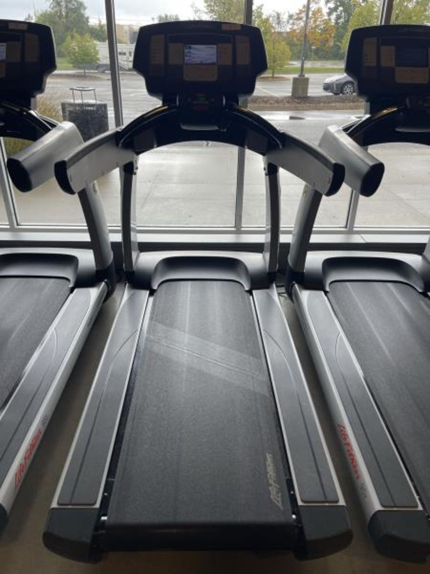 Life Fitness Treadmill M: 95T with Flex Deck, Shock Absorption System SN: TET106305
