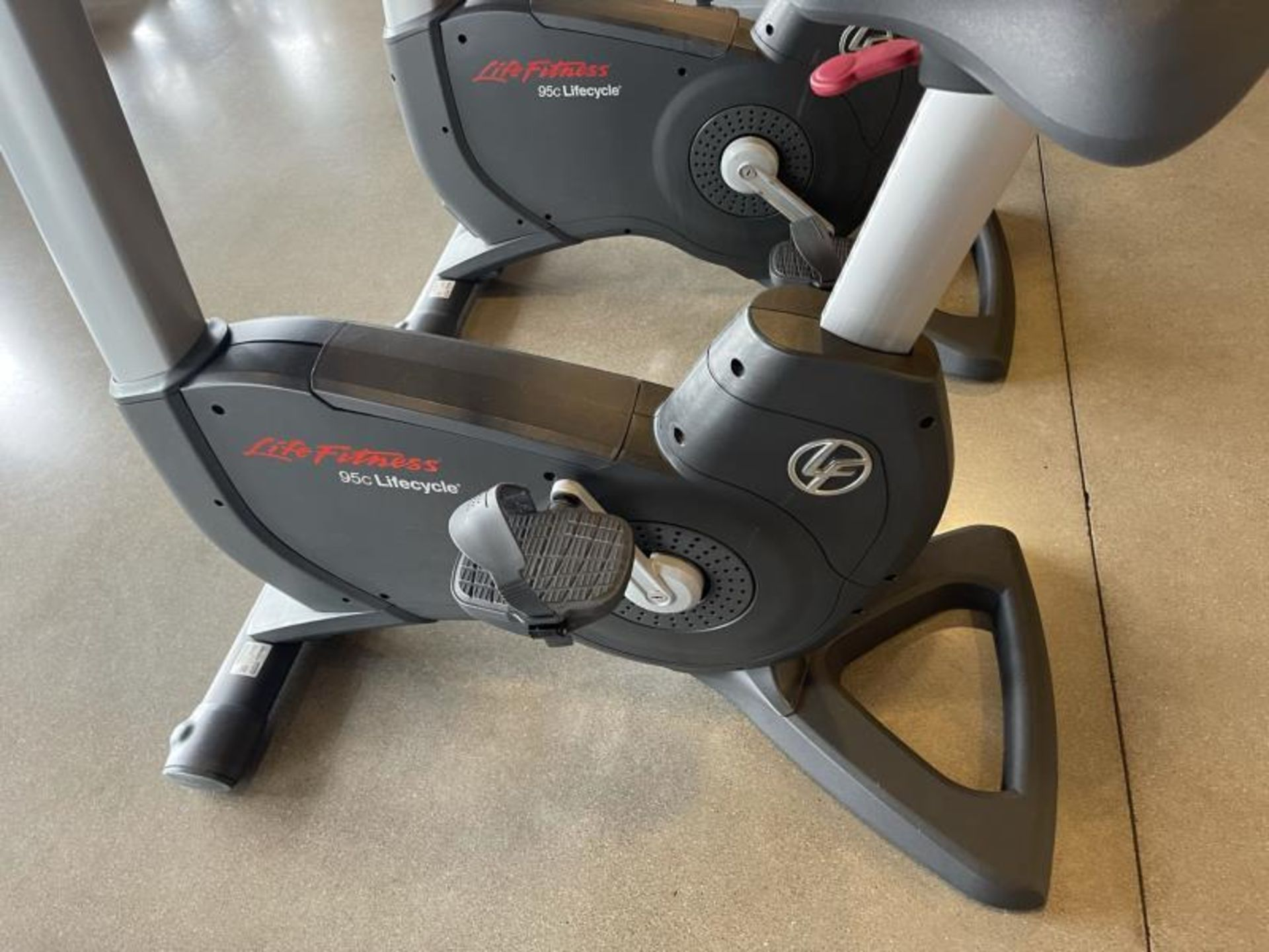 Life Fitness Exercise Bike M: 95CLifecycle, SN: CLV102820 - Image 2 of 4