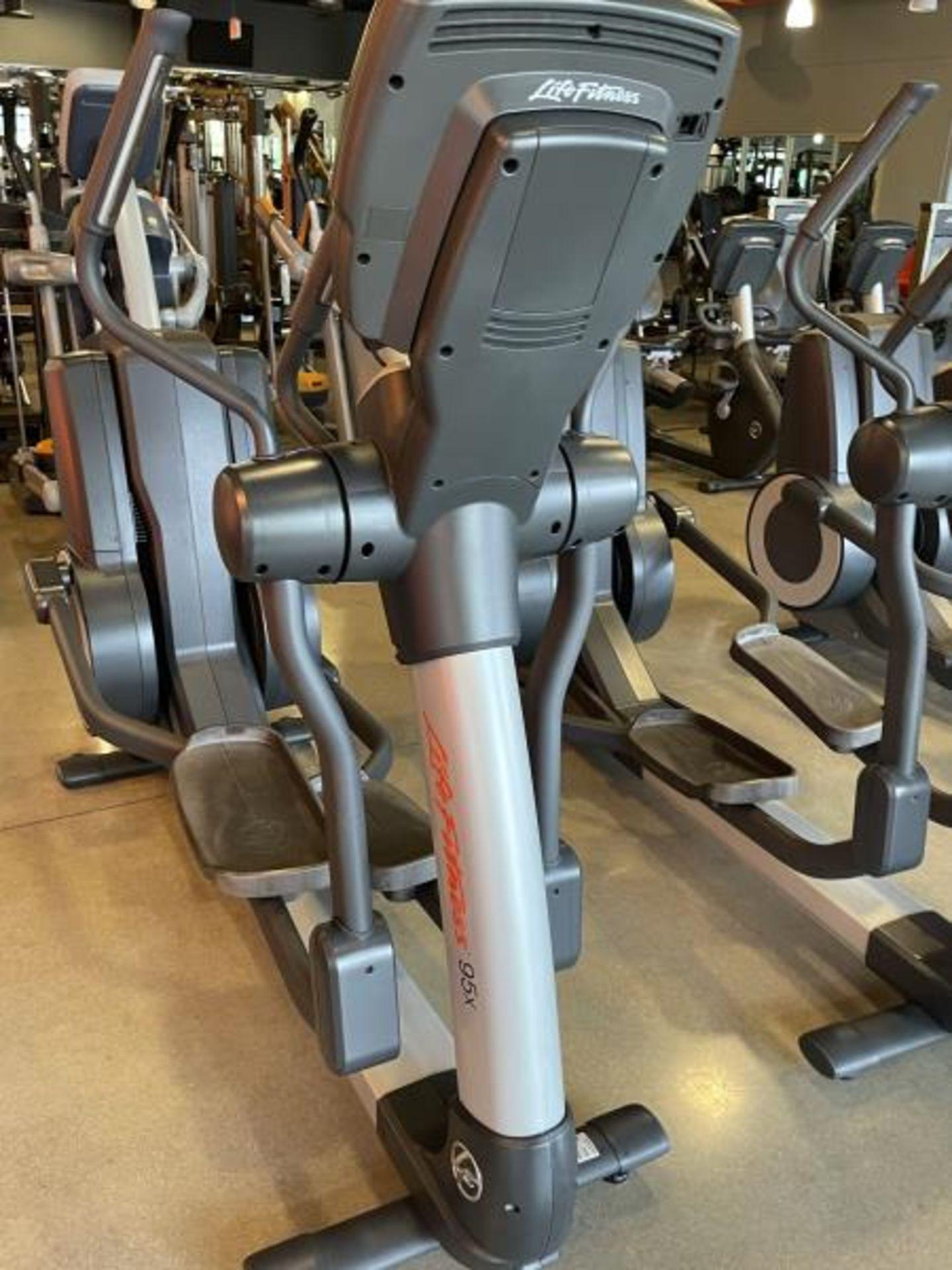 Life Fitness Elliptical M: 95X - Image 4 of 8