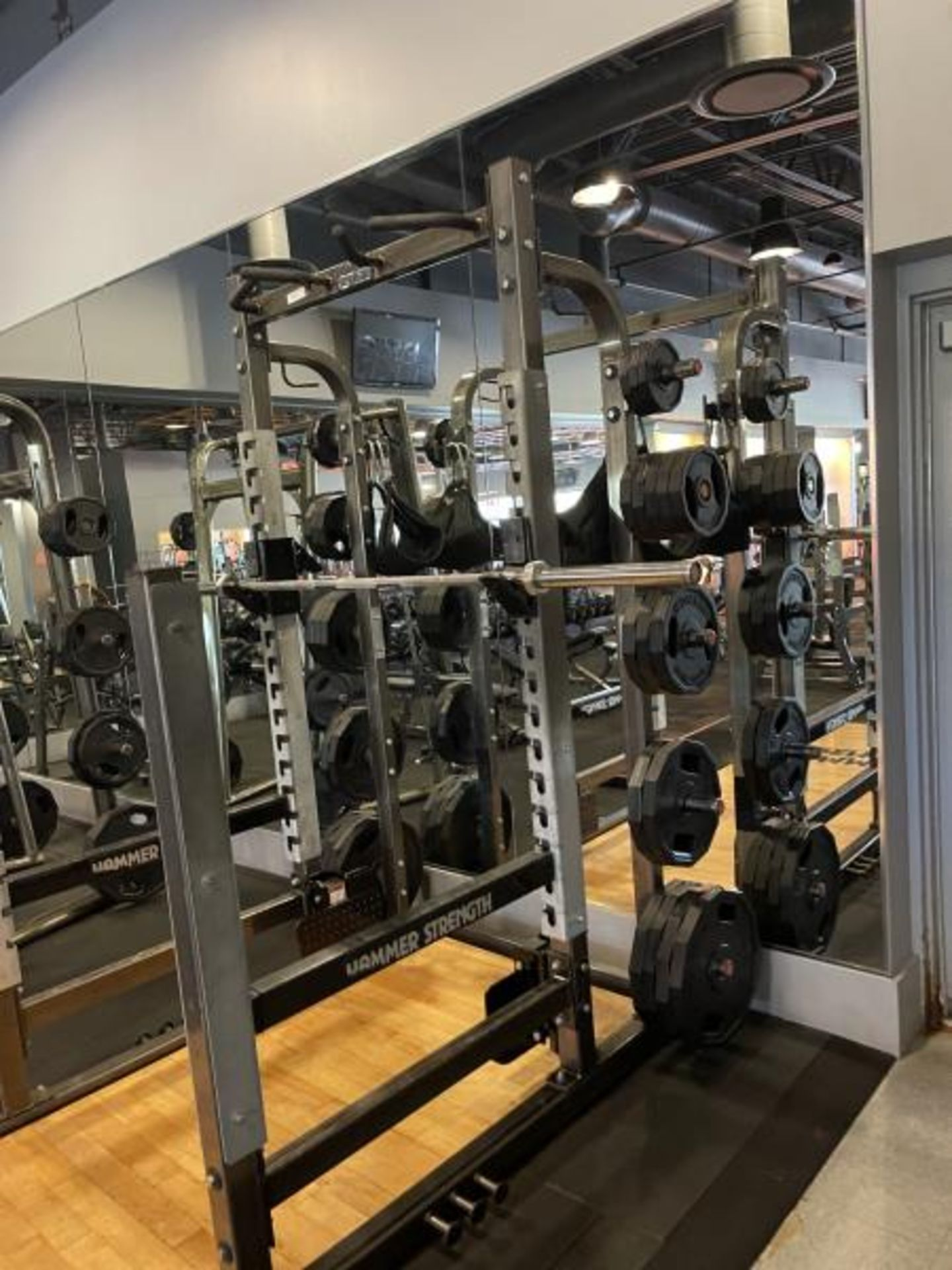 Hammer Strength with Wood Floor, Rack, Iron Grip Weight Plates M: HDMR8/B01 - Image 4 of 7