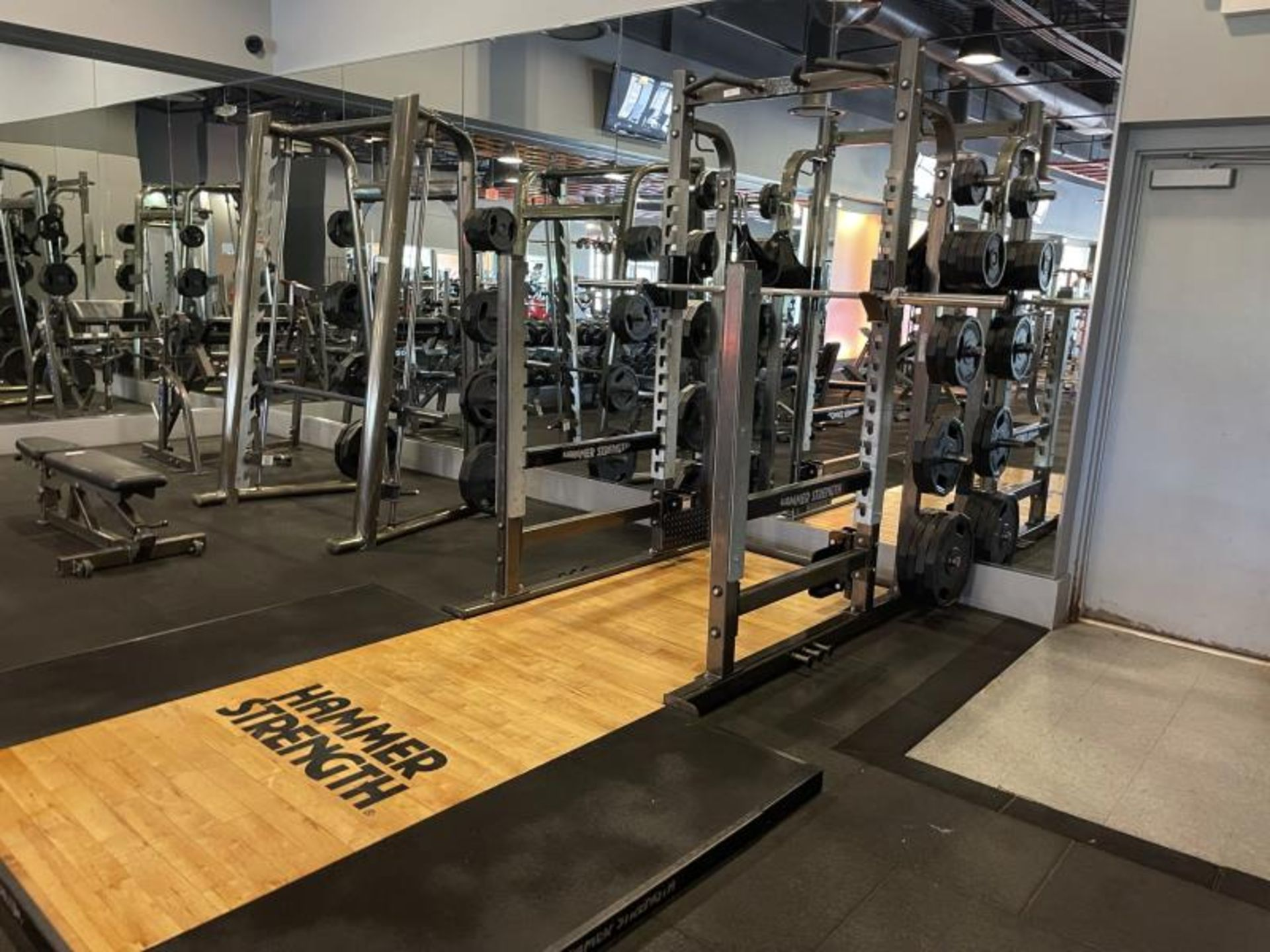 Hammer Strength with Wood Floor, Rack, Iron Grip Weight Plates M: HDMR8/B01 - Image 2 of 7