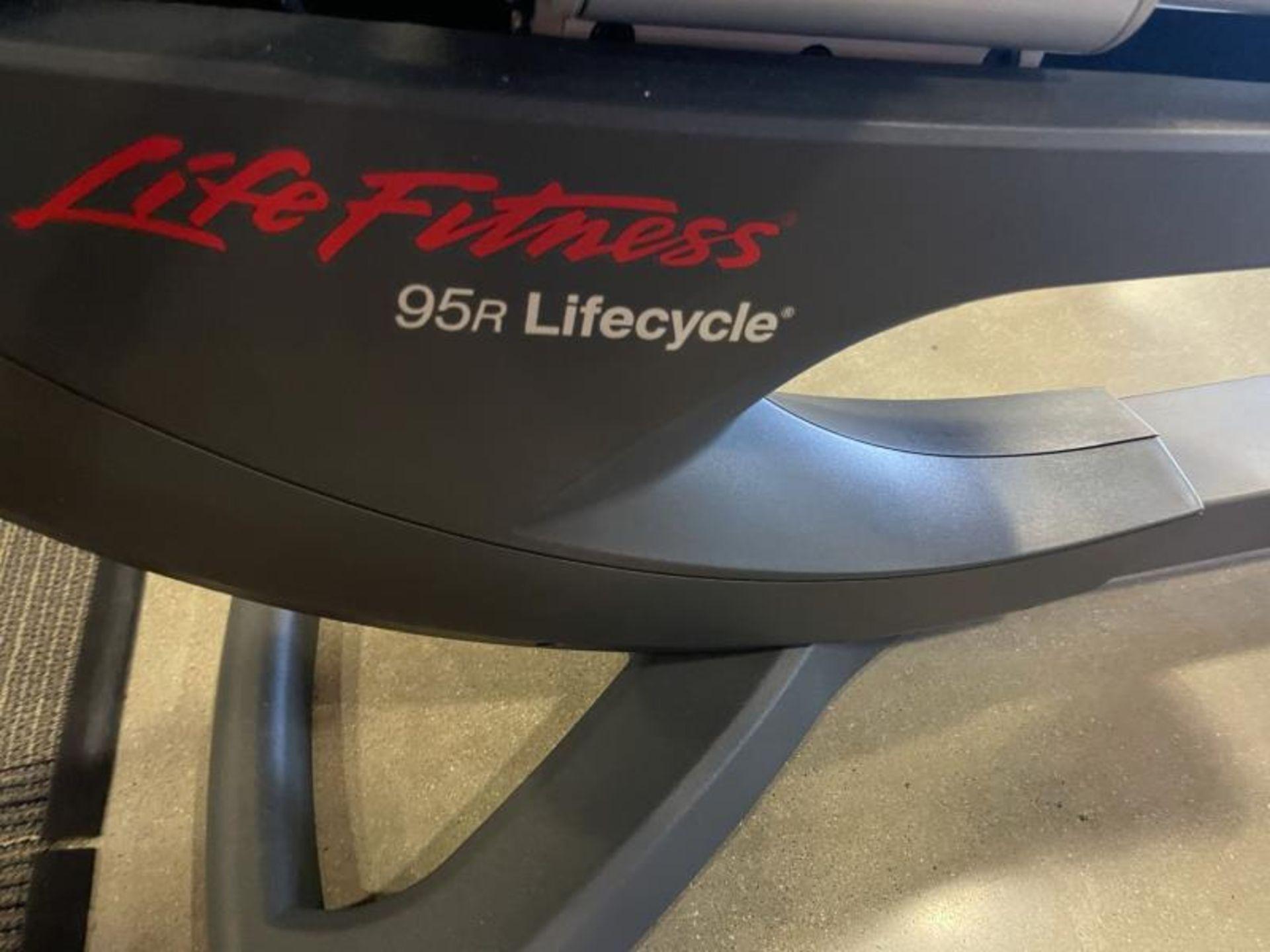 Life Fitness Lifecycle Recumbent Bike M: 95R - Image 2 of 4