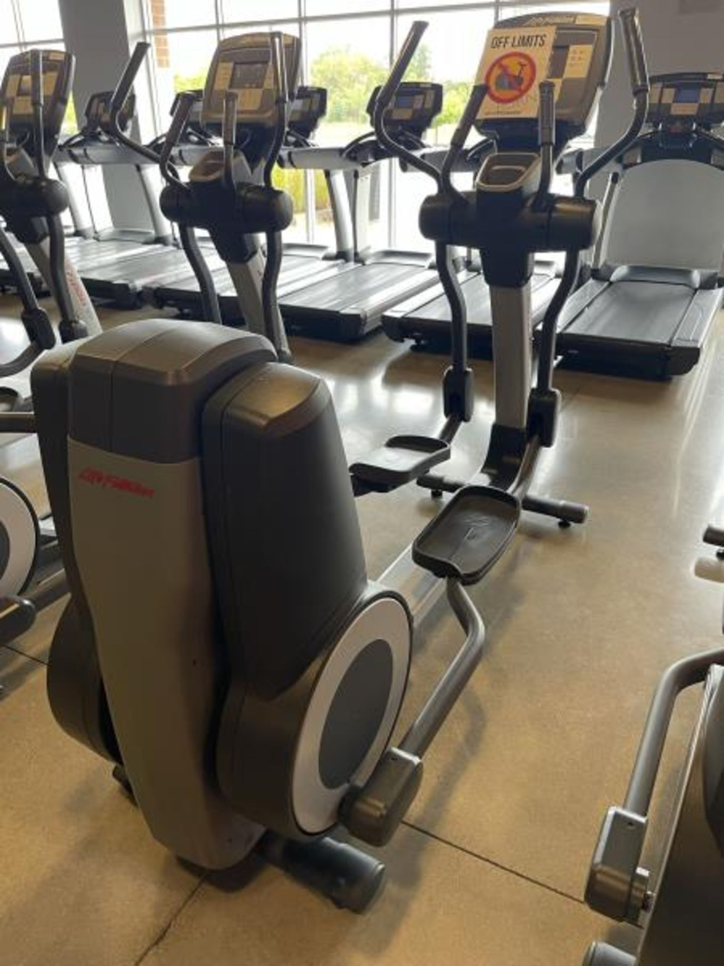 Life Fitness Elliptical M: 95X Has Out Of Order Sign - Image 2 of 4