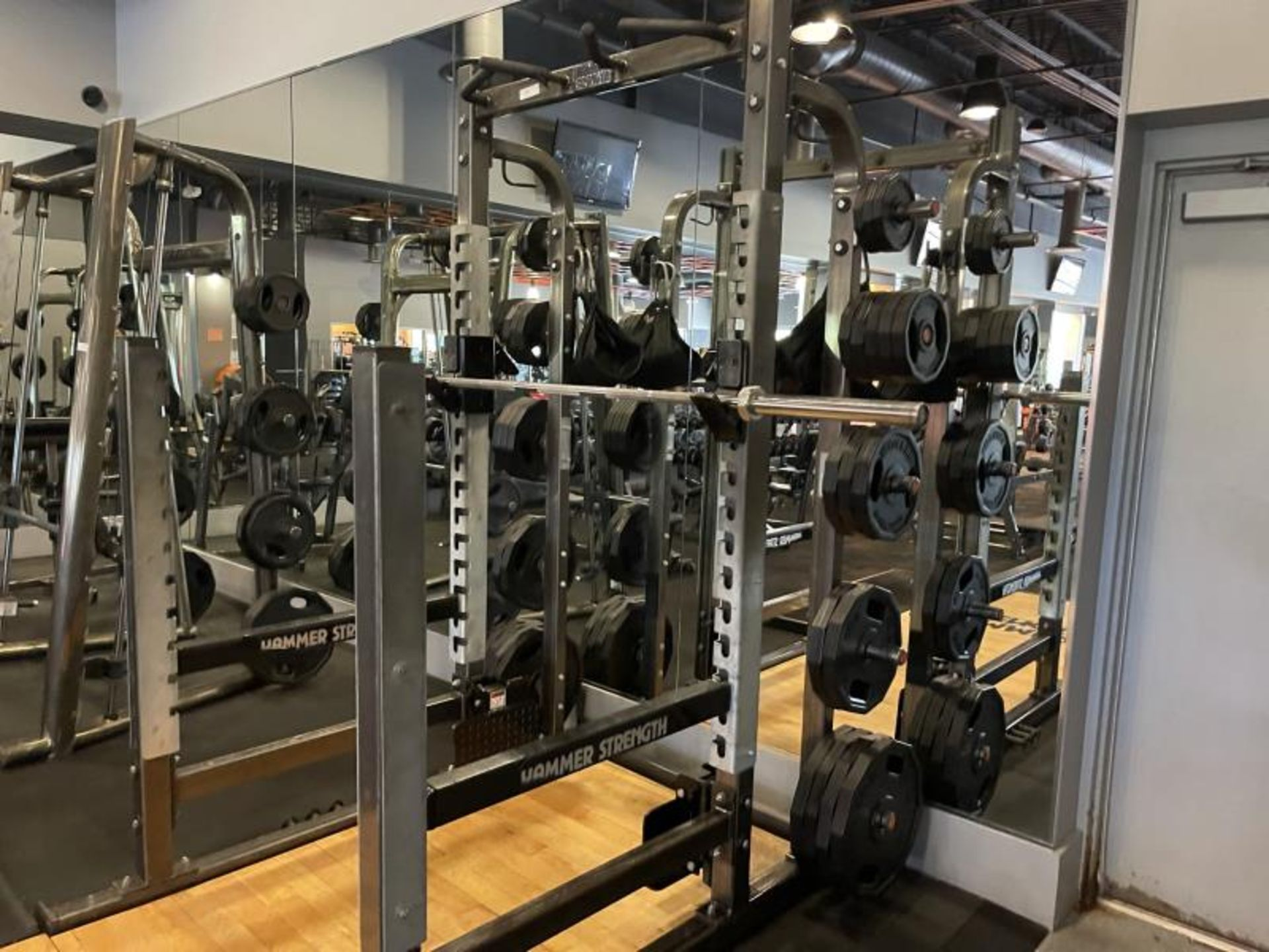 Hammer Strength with Wood Floor, Rack, Iron Grip Weight Plates M: HDMR8/B01 - Image 3 of 7