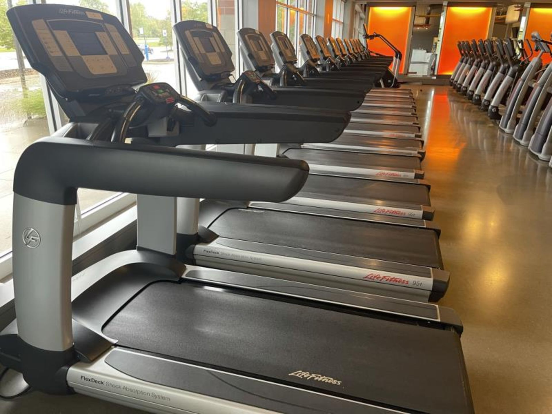 Life Fitness Treadmill M: 95T with Flex Deck, Shock Absorption System SN: TET107106 - Image 3 of 3