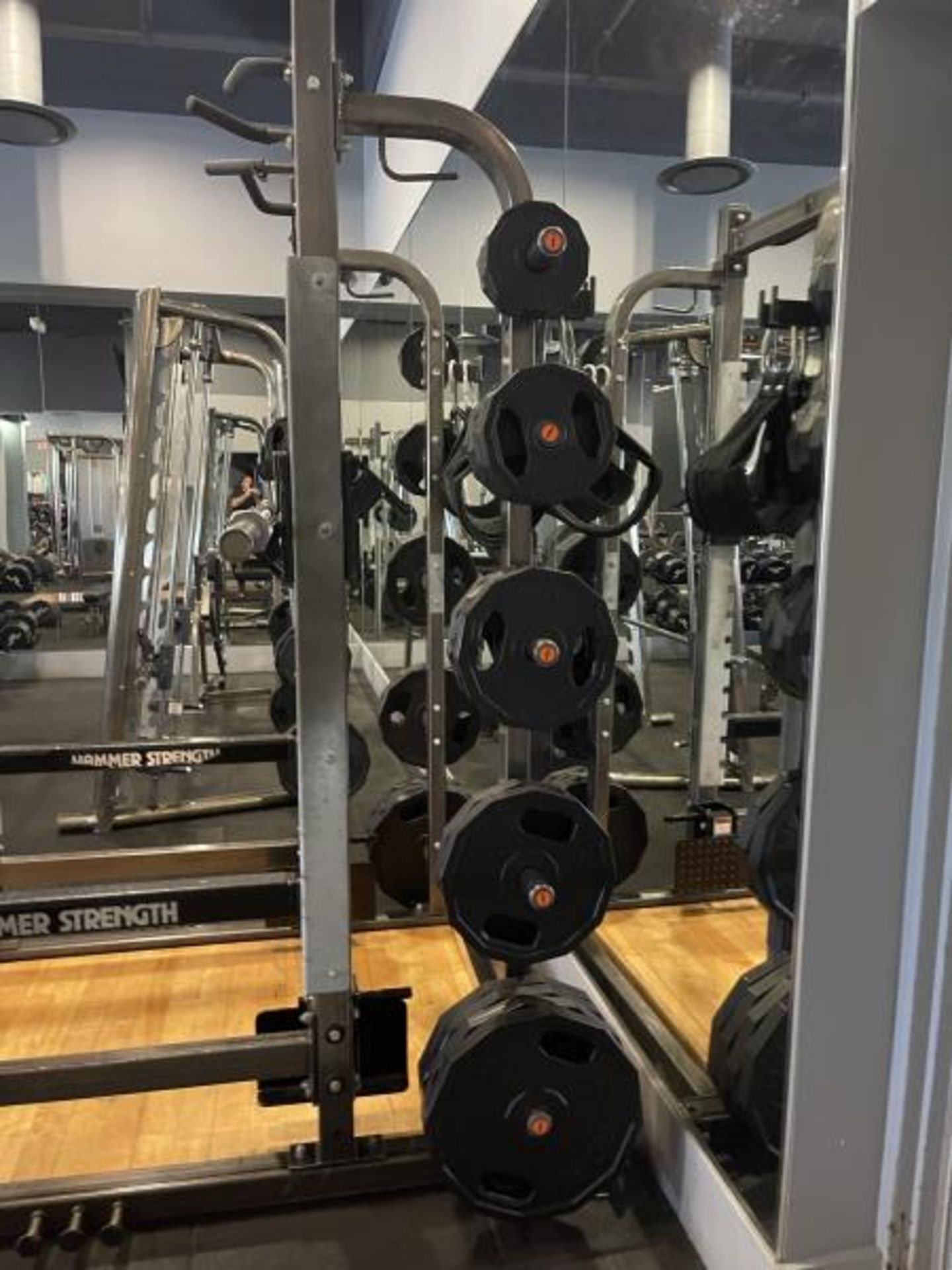 Hammer Strength with Wood Floor, Rack, Iron Grip Weight Plates M: HDMR8/B01 - Image 5 of 7