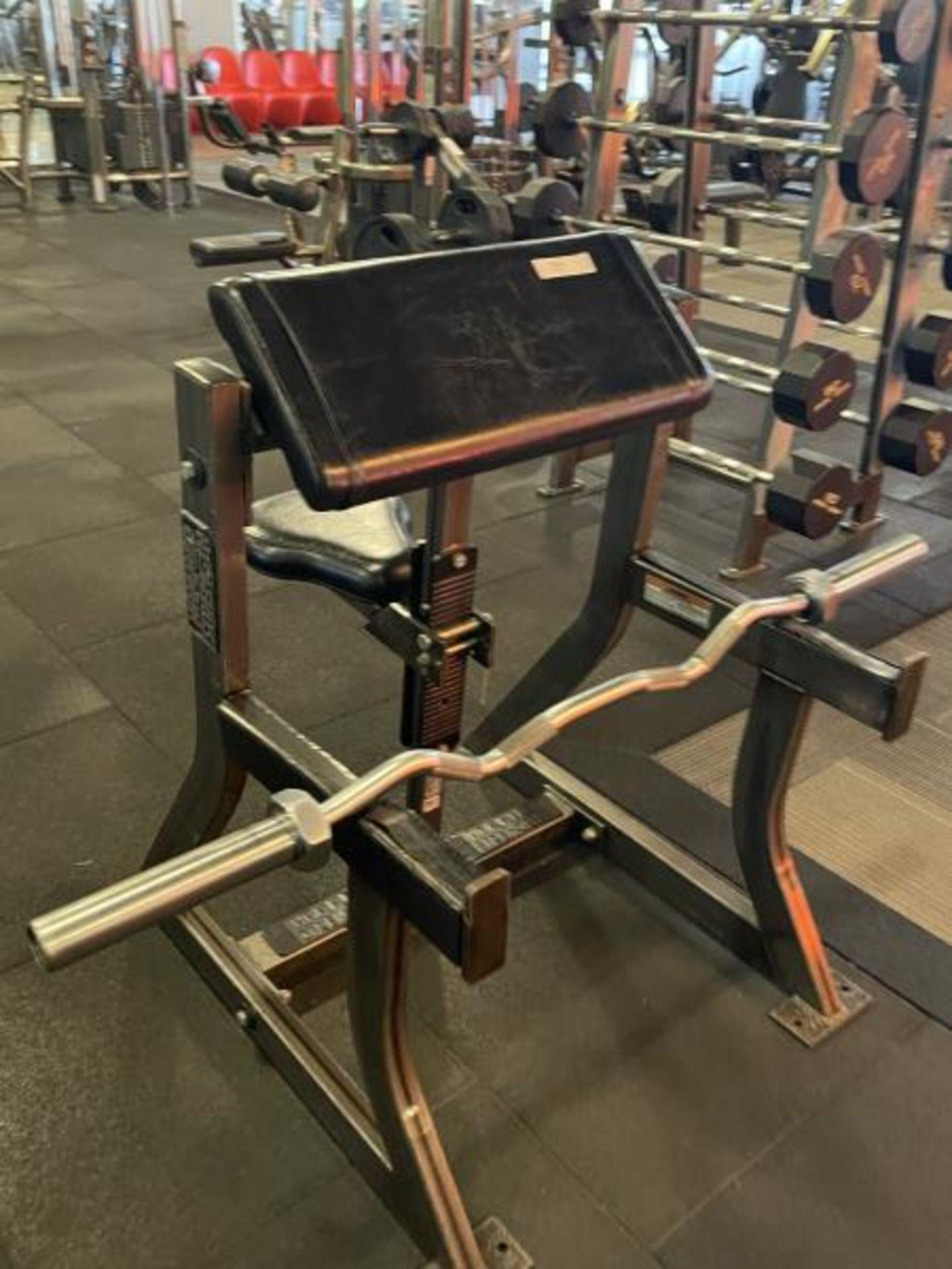 Hammer Strength Bicep/Preacher Curl Bench with Curl Bar M:B01