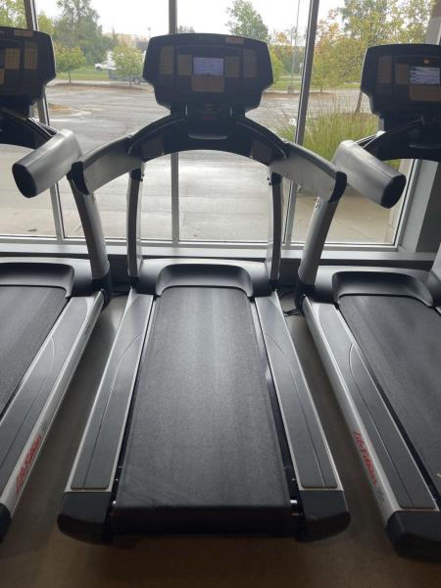 Life Fitness Treadmill M: 95T with Flex Deck, Shock Absorption System SN: TET108411
