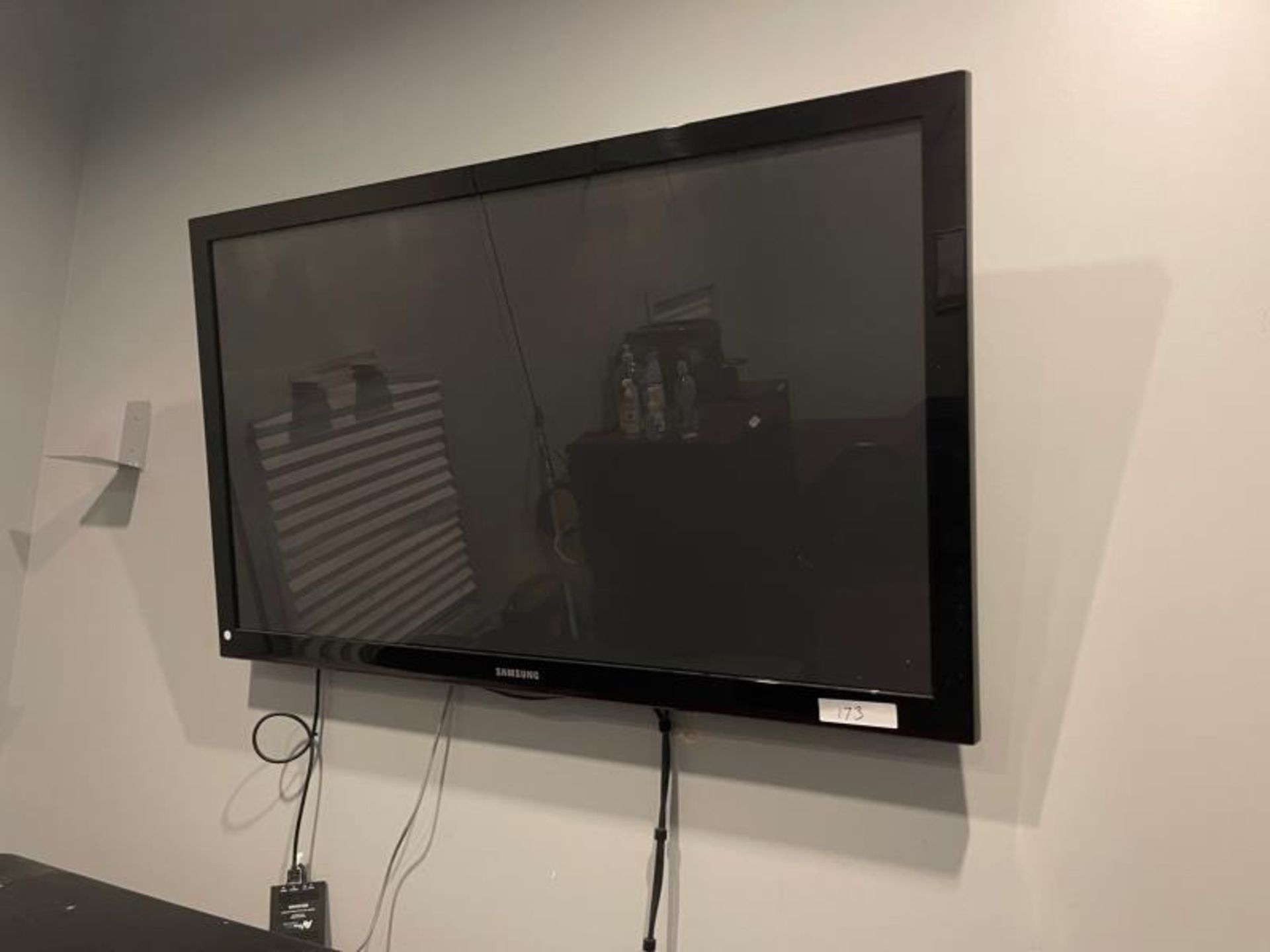 "Samsung Flat Panel TV approx. 48"""