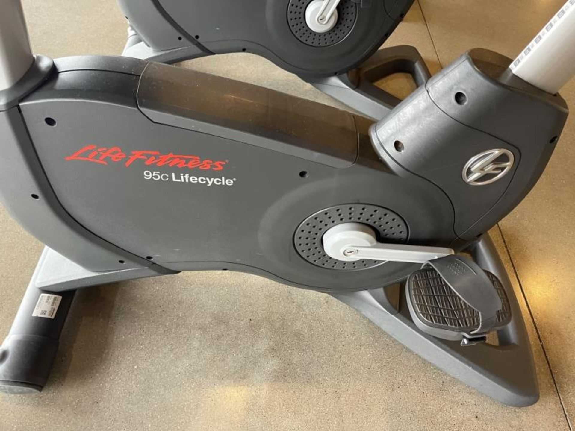 Life Fitness Exercise Bike M: 95CLifecycle, SN: CLV102819 - Image 2 of 5