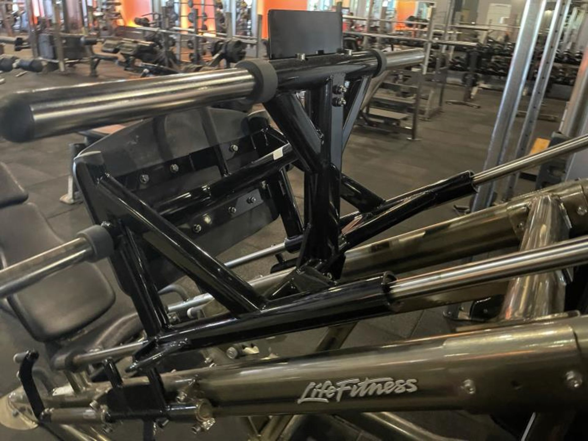 Life Fitness Linear Leg Press with Iron Grip Weighted Plates M: SPLLLP - Image 4 of 9