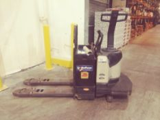 Crown Walkie/Rider Pallet Truck