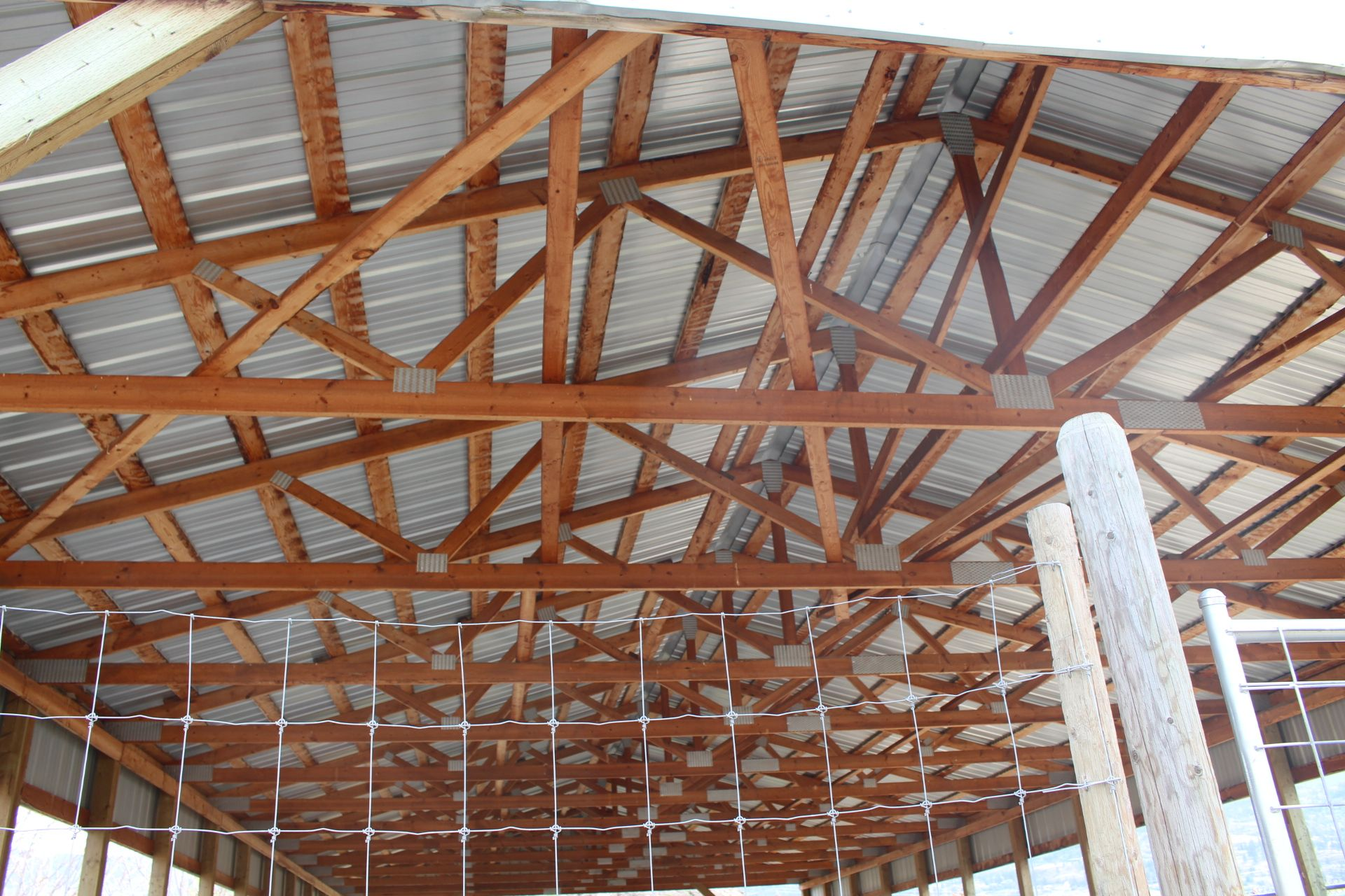POLE BUILDING, 33' X 80' WOOD TRUSS, METAL CLAD ROOF - Image 2 of 3