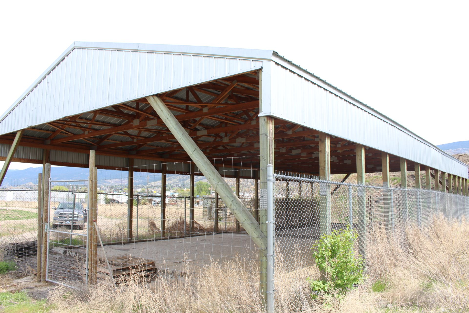 POLE BUILDING, 33' X 80' WOOD TRUSS, METAL CLAD ROOF - Image 3 of 3