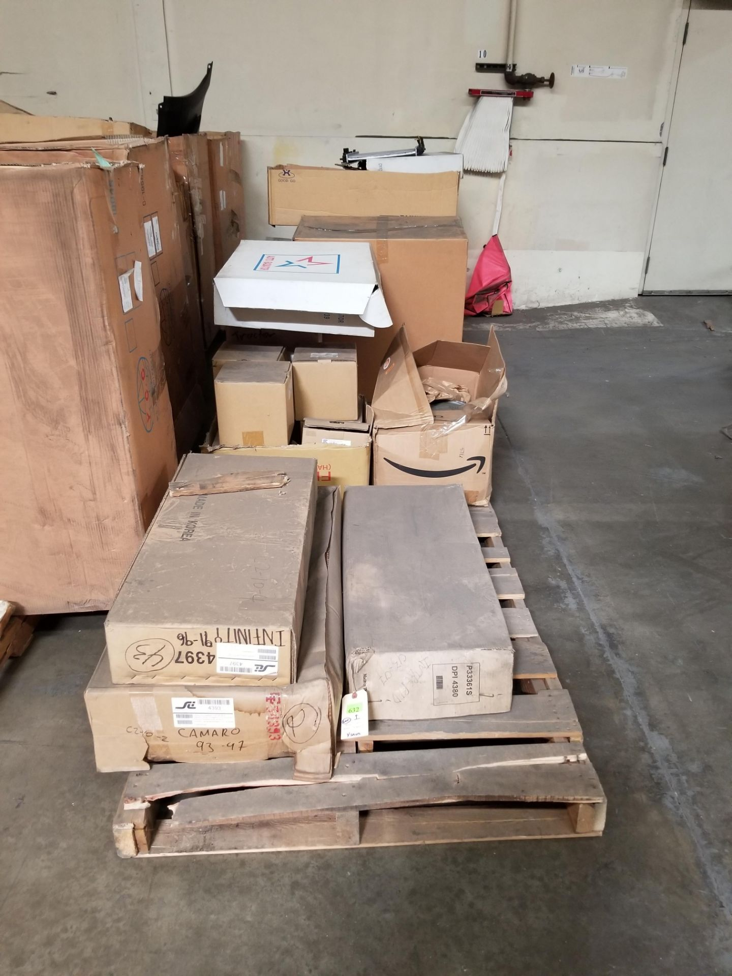 ROW OF ASST PARTS 4 PALLETS - Image 2 of 3