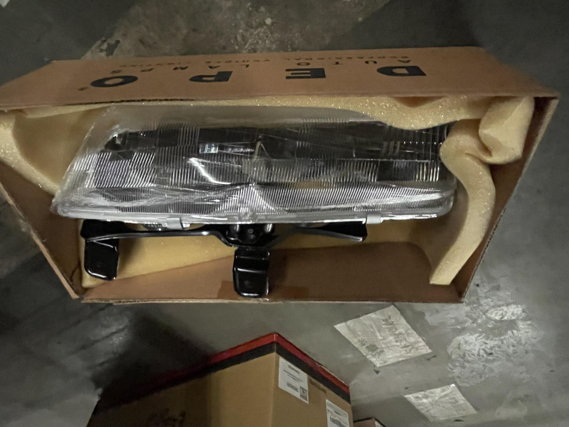 ASST EAGLE VISION AUTO LAMPS SATURN, VUE, IONE 33X - Image 2 of 3