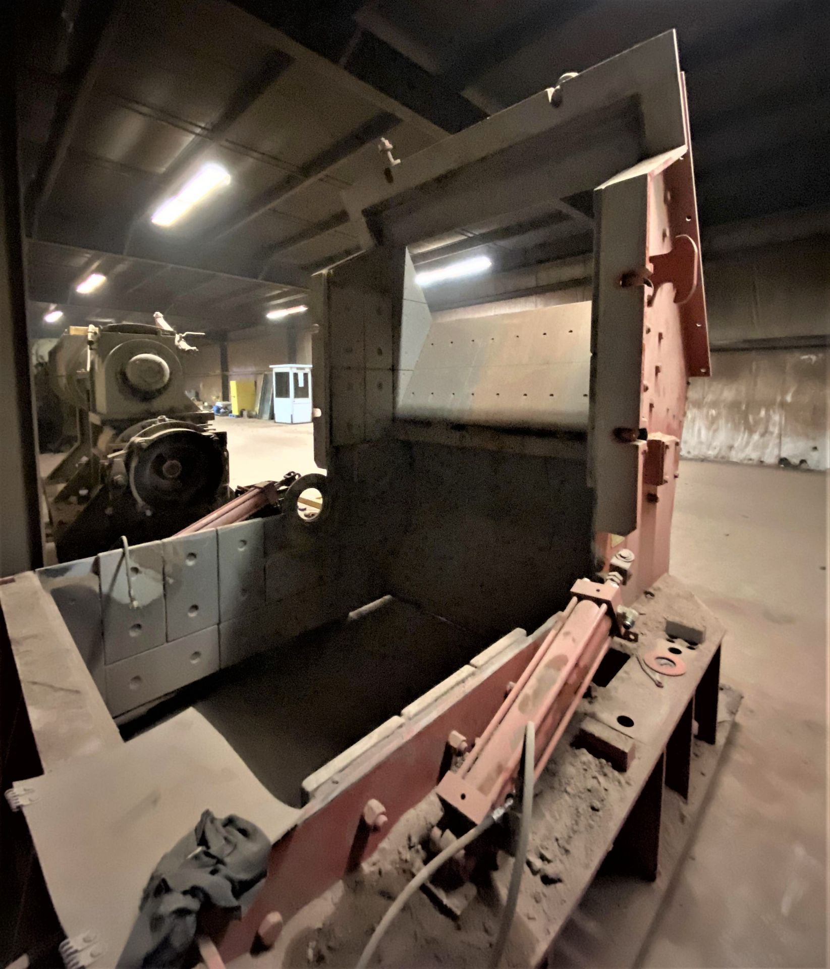 HAZEMAG IMPACT CRUSHER, MODEL 1315, 60'' DIAMETER ROTOR, 60'' WIDE, 575V, 450 HP - Image 4 of 25