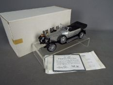 Franklin Mint - A boxed 1:24 scale 1925 Rolls Royce Silver Ghost by Franklin Mint.