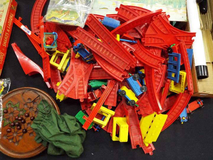 Chad Valley, Waddingtons, Lego, Others - A collection of vintage children's toys, books, and games. - Image 5 of 5