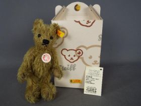 Steiff - A boxed Steiff bear # 002939 'Big Foot Bear', yellow tag,