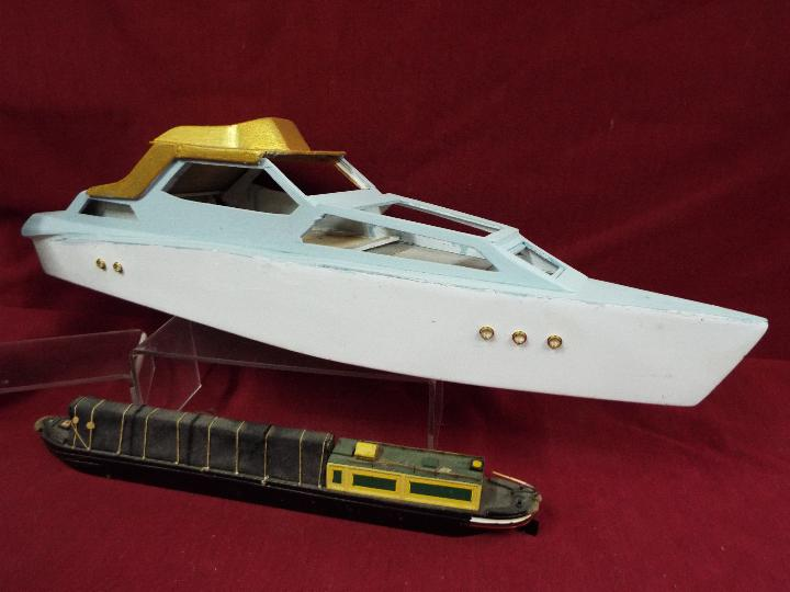 An unmarked wooden static display model of a barge, - Image 2 of 2