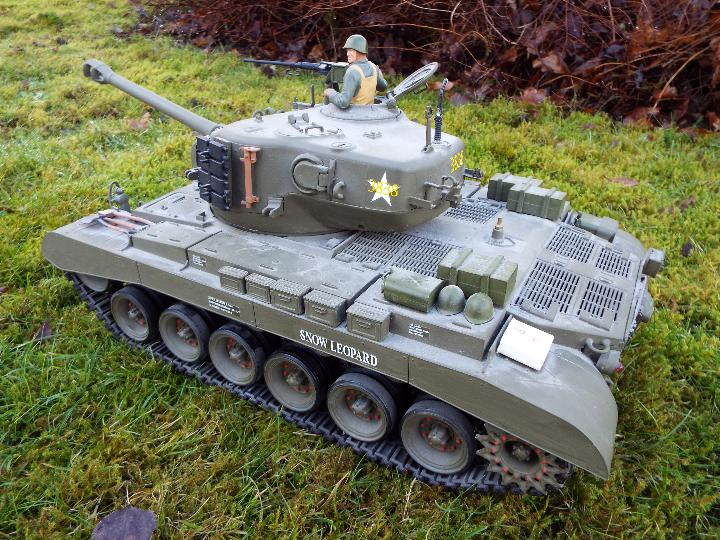 Heng Long - M26 Pershing 1:16 scale tank. This model has a forward and reverse drive. - Image 5 of 9